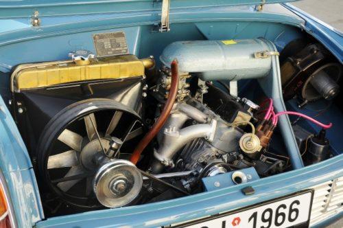 Blok motora i menjač izliveni su od aluminijuma što je bilo vrlo moderno