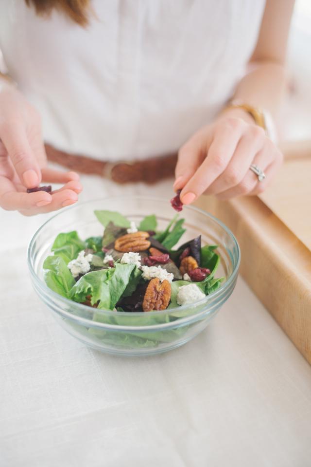 making a healthy salad M Loves M @marmar
