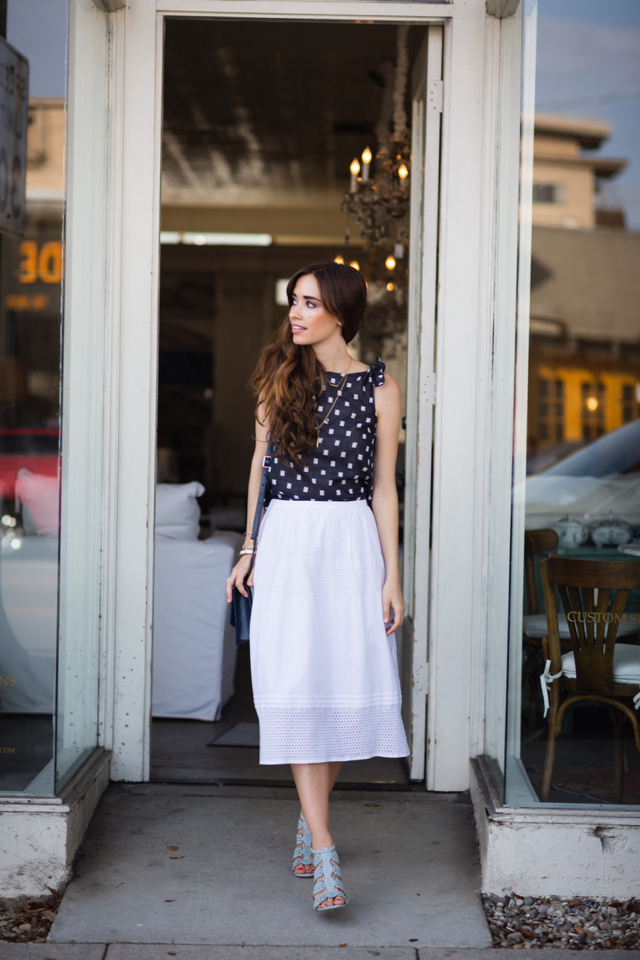 tie top with white skirt and blue heels M Loves M los angeles fashion blogger @marmar