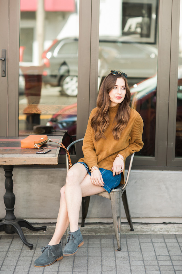 casual fall outfit inspiration with desert boots by M Loves M
