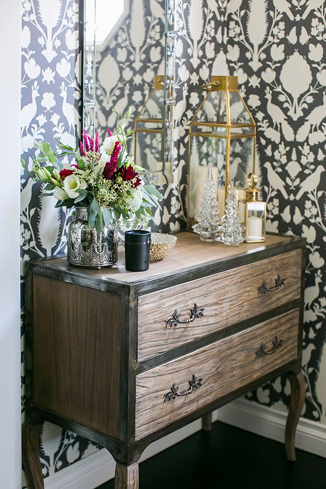 ideas for decorating your entryway for the holidays M Loves M