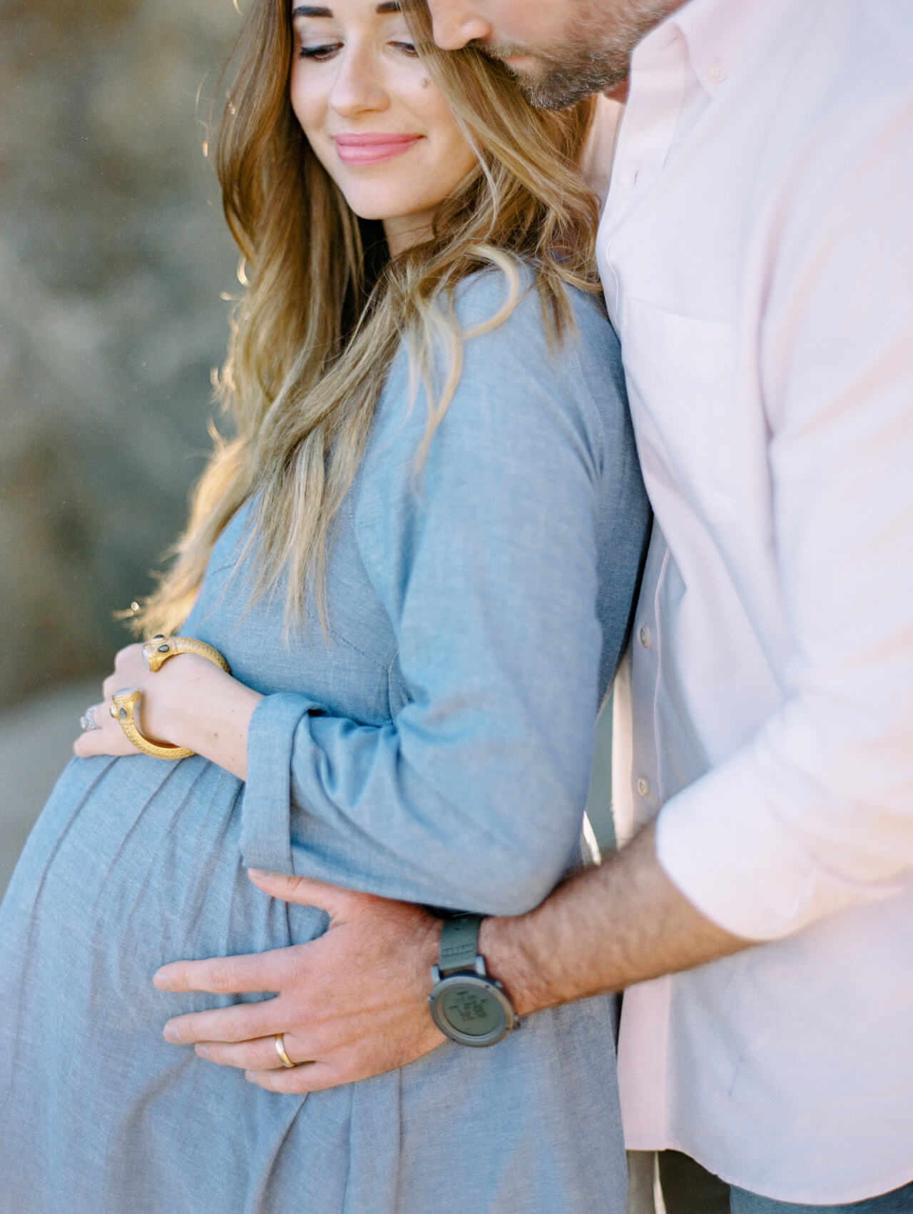 styling the bump for a maternity shoot
