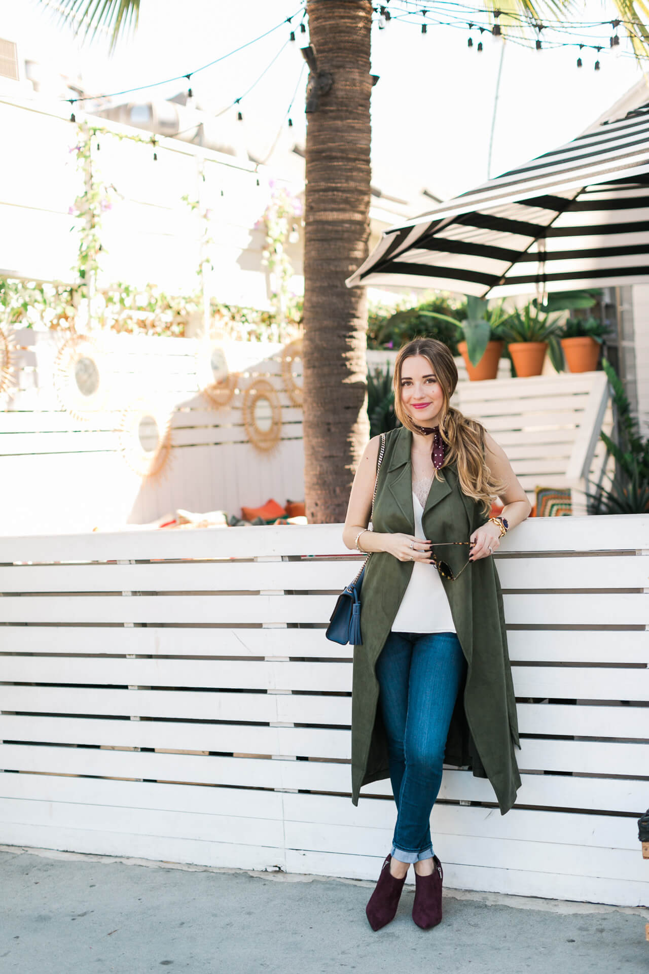 fall outfit inspiration with army green sleeveless trench