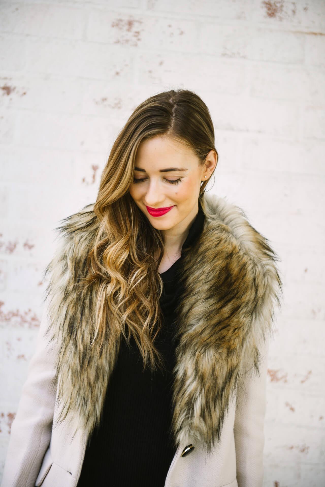 love this feminine faux fur collar coat