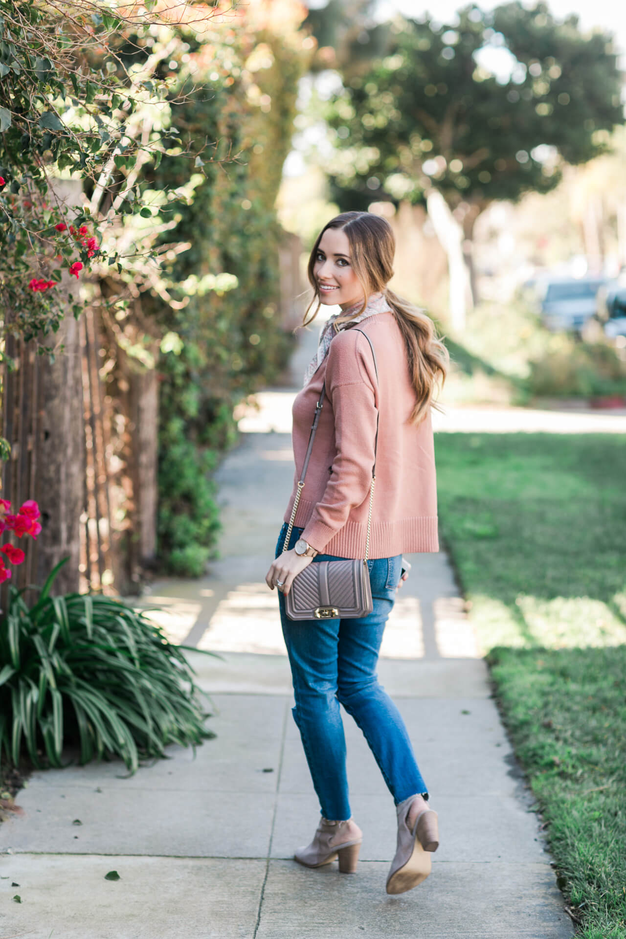 casual outfit- pink sweater, jeans and ankle booties