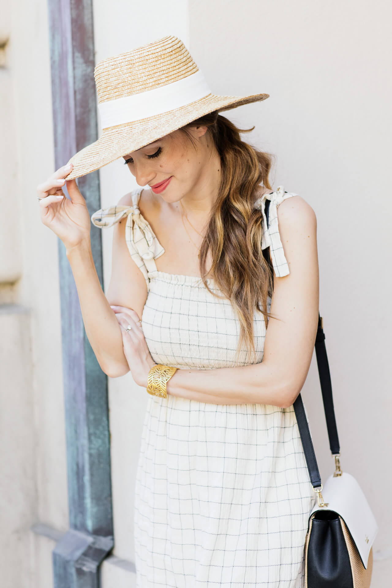 How to wear a straw hat for summer
