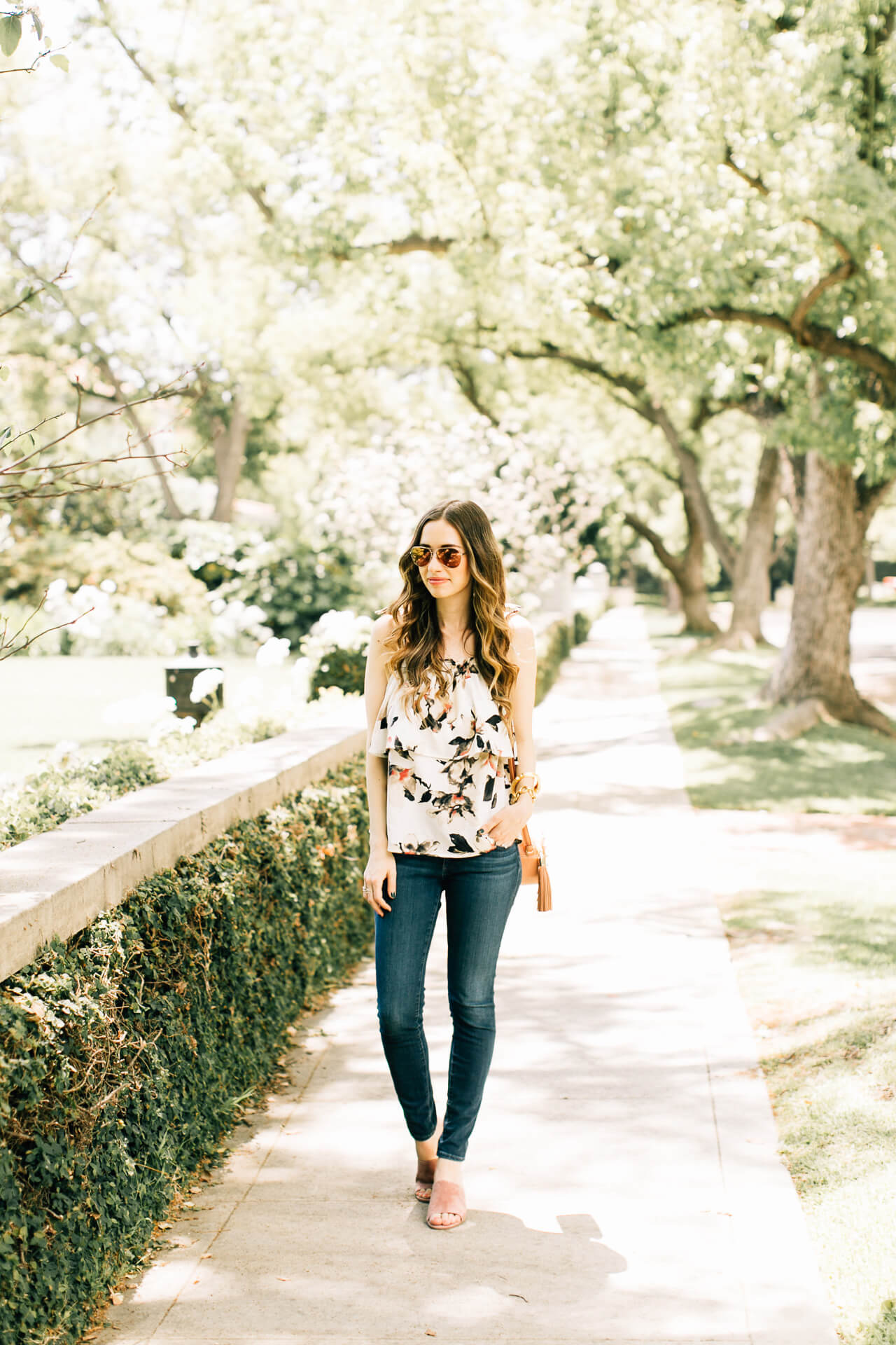 styling a ruffle hem floral top for spring- M Loves M @marmar