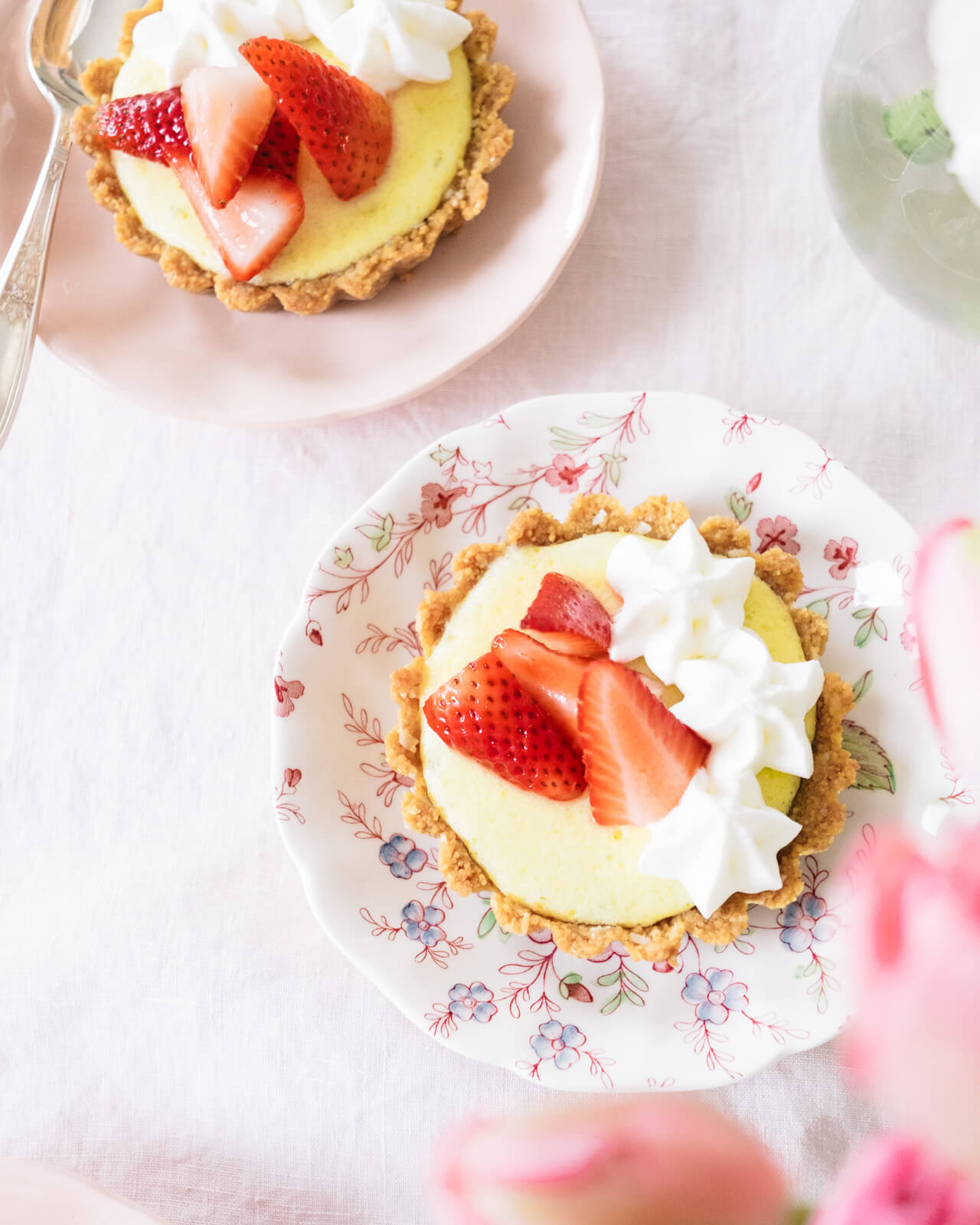 delicious dessert recipe for mini key lime tarts with macerated strawberries
