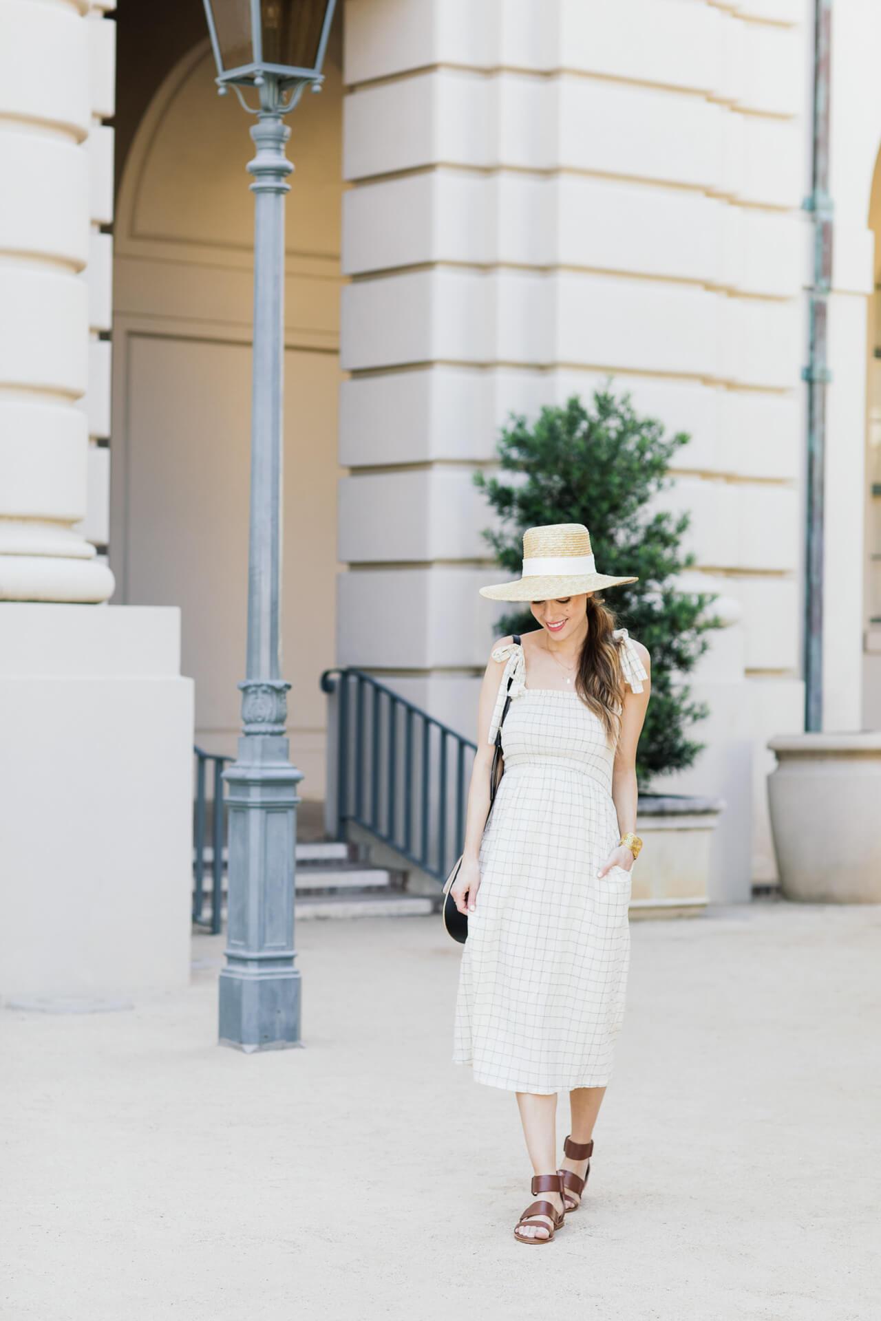 Stylish way to wear a summer midi dress
