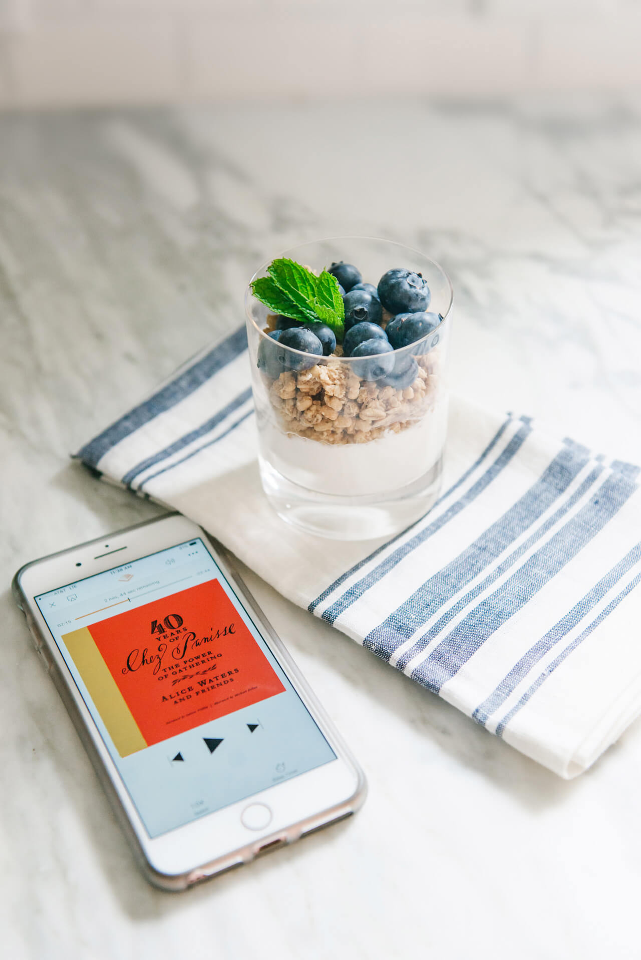 how to listen to books while making breakfast - M Loves M @marmar