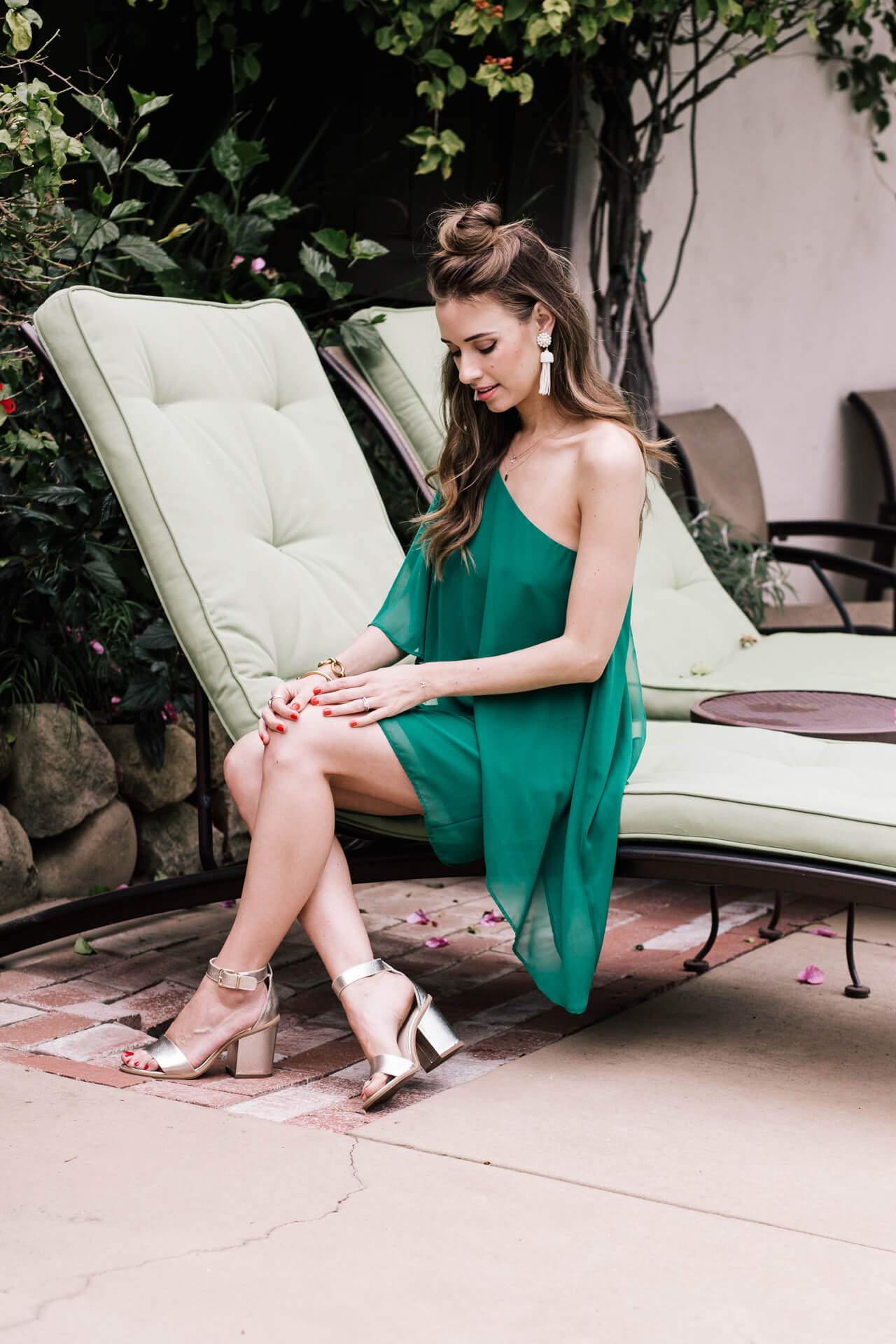 how pretty are these earrings with this emerald green dress? - M Loves M @marmar