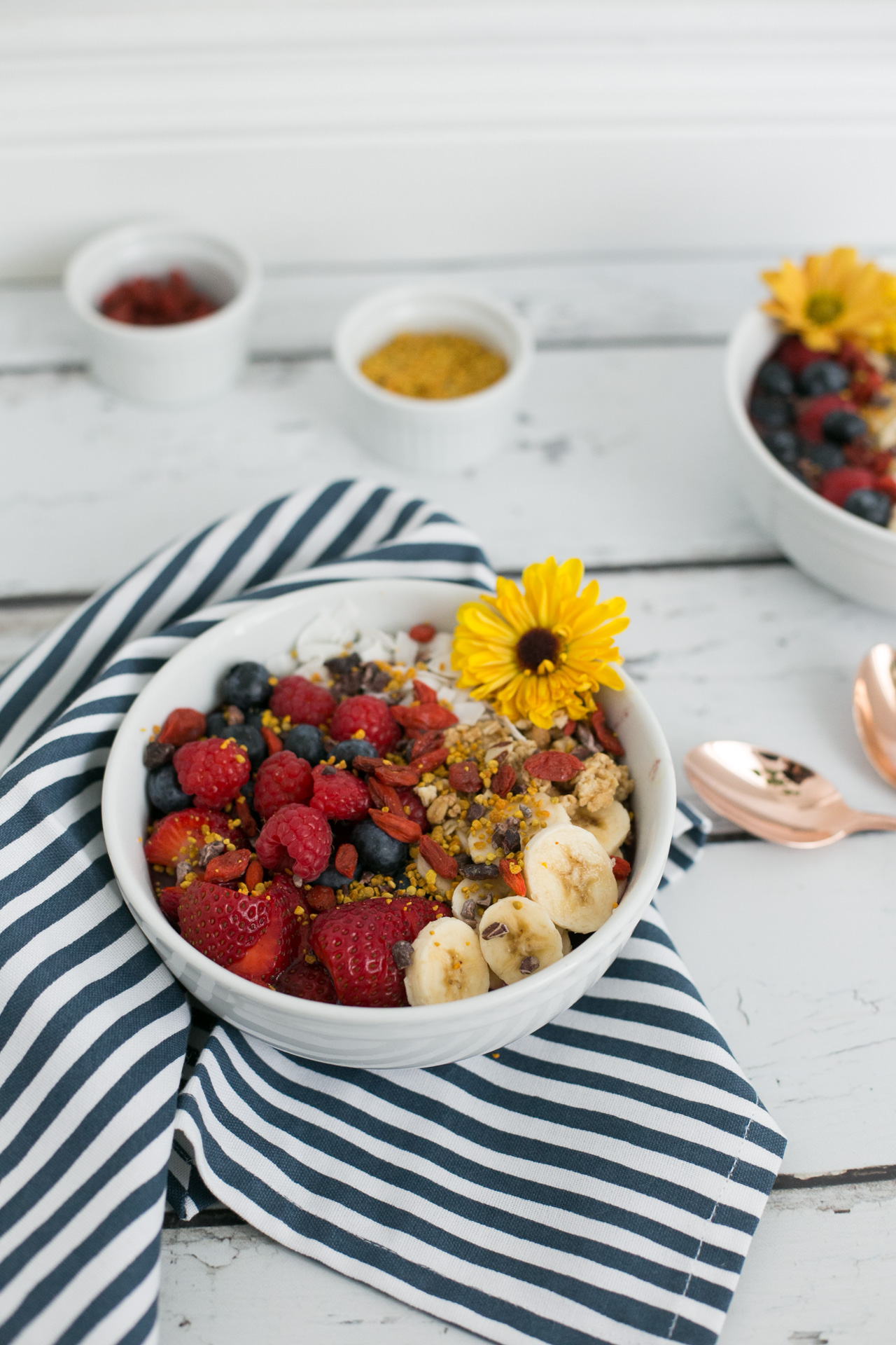 add some flowers to your acai for an aesthetic touch - M Loves M @marmar