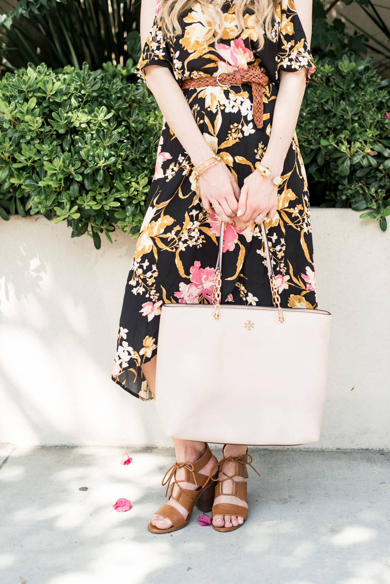 love this tory burch blush tote bag! It fits everything!