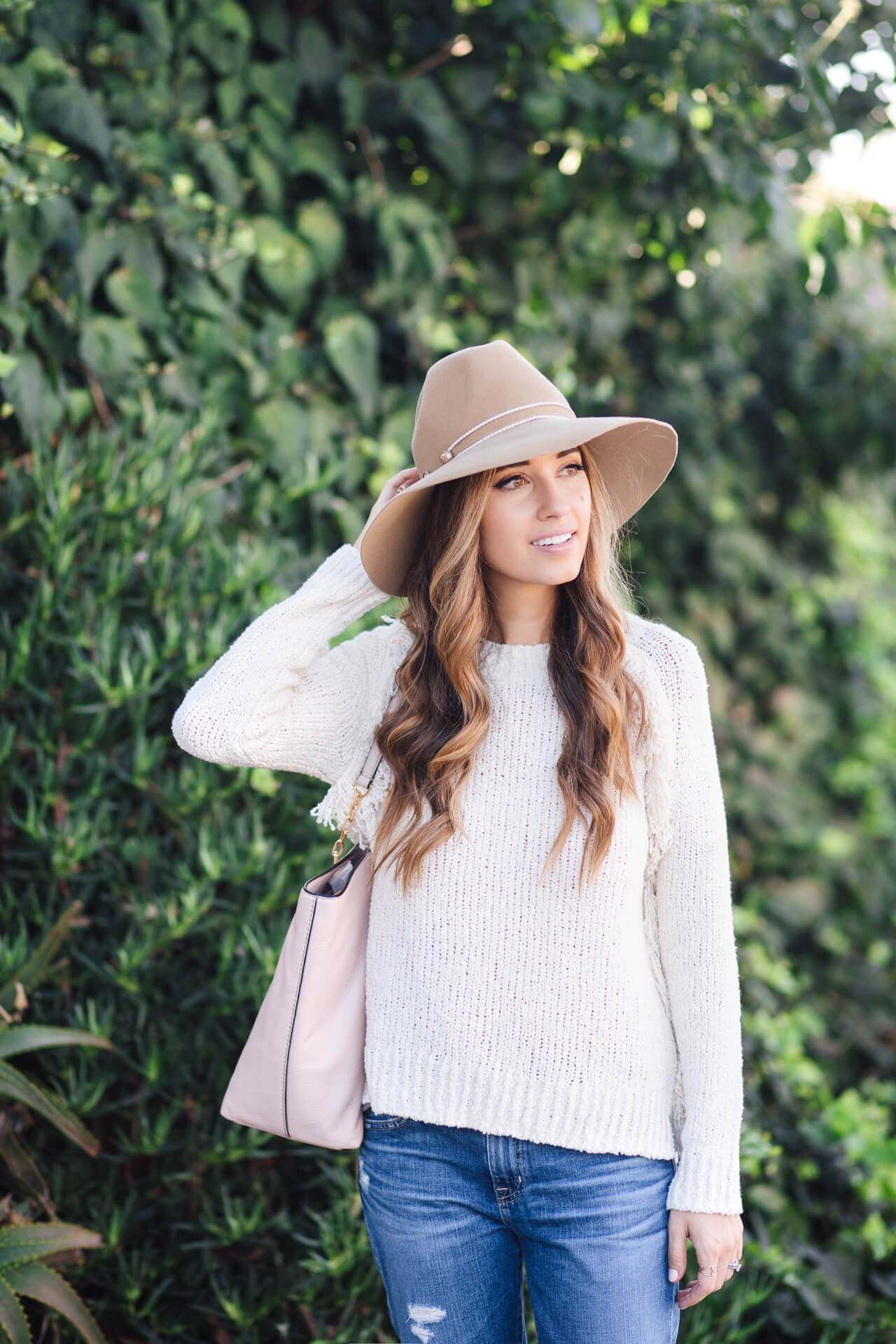 Cute fall fashion for the on the go girl - @marmar