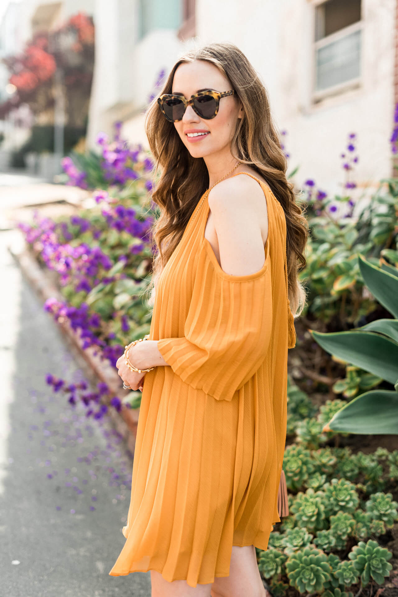 soaking up this cold-shoulder trend - M Loves M @marmar