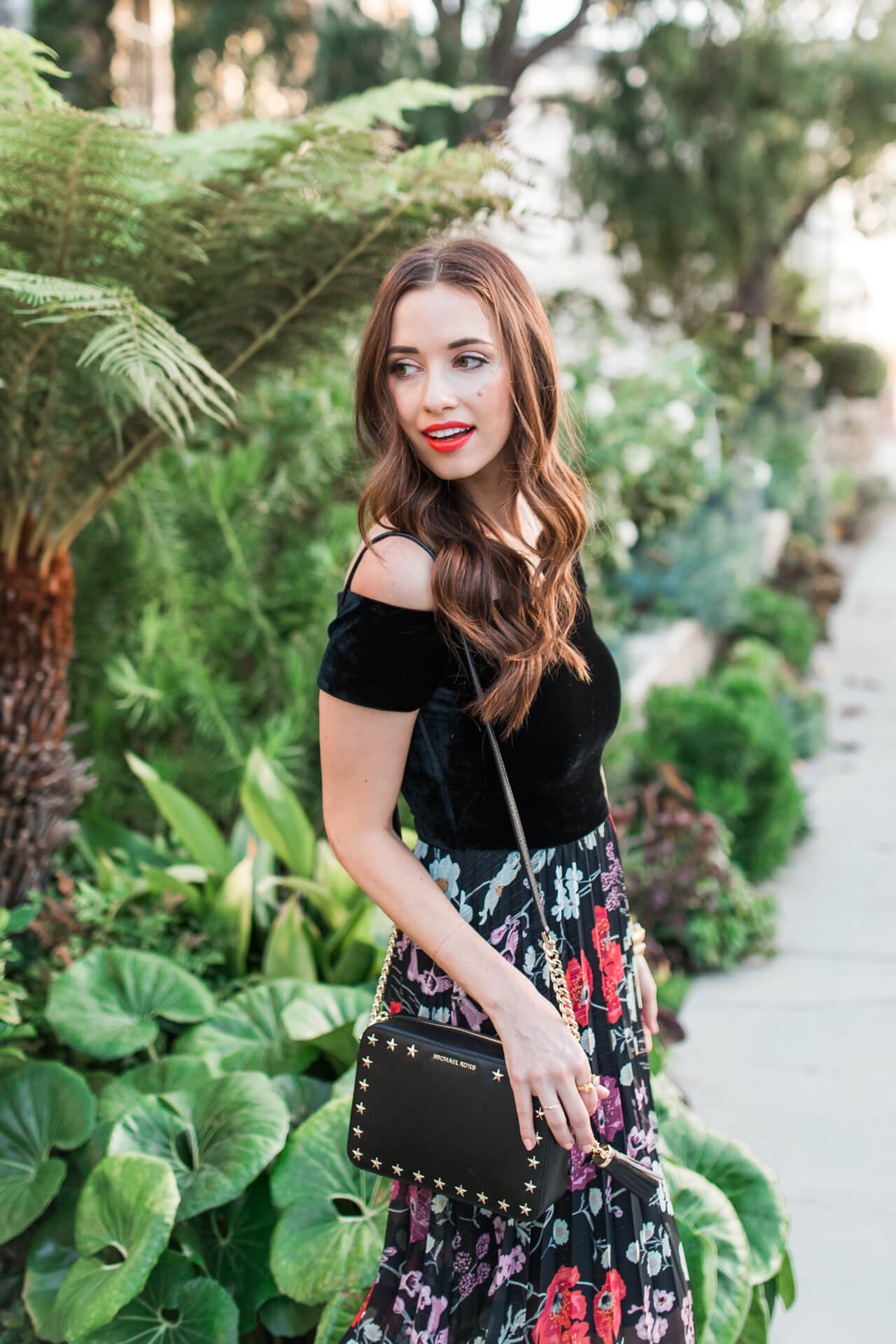 cute crossbody clutch with floral dress | M Loves M - @mamar