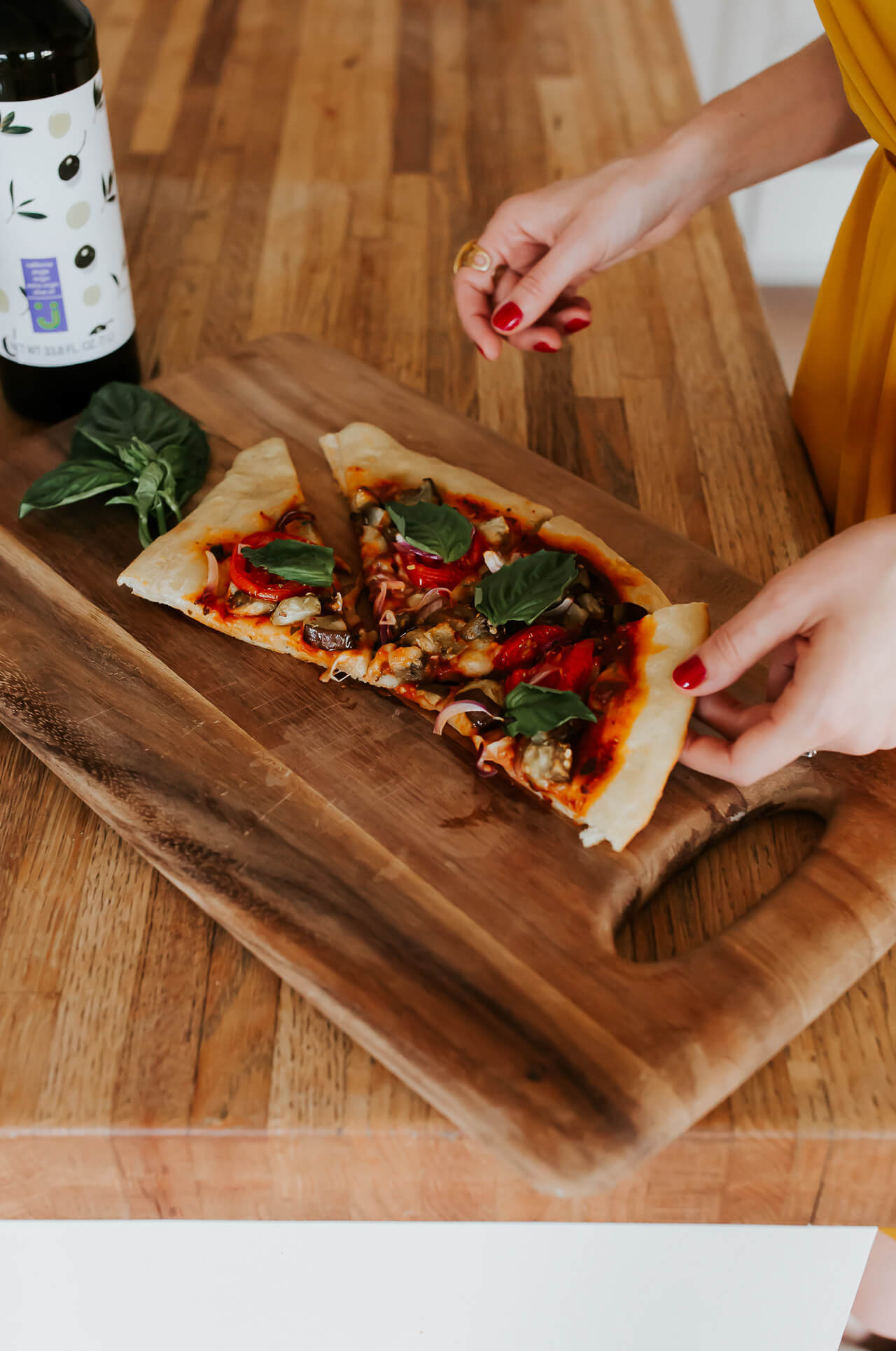 this pizza is so so good, visit MLovesM.com to see more recipes - M Loves M @Marmar