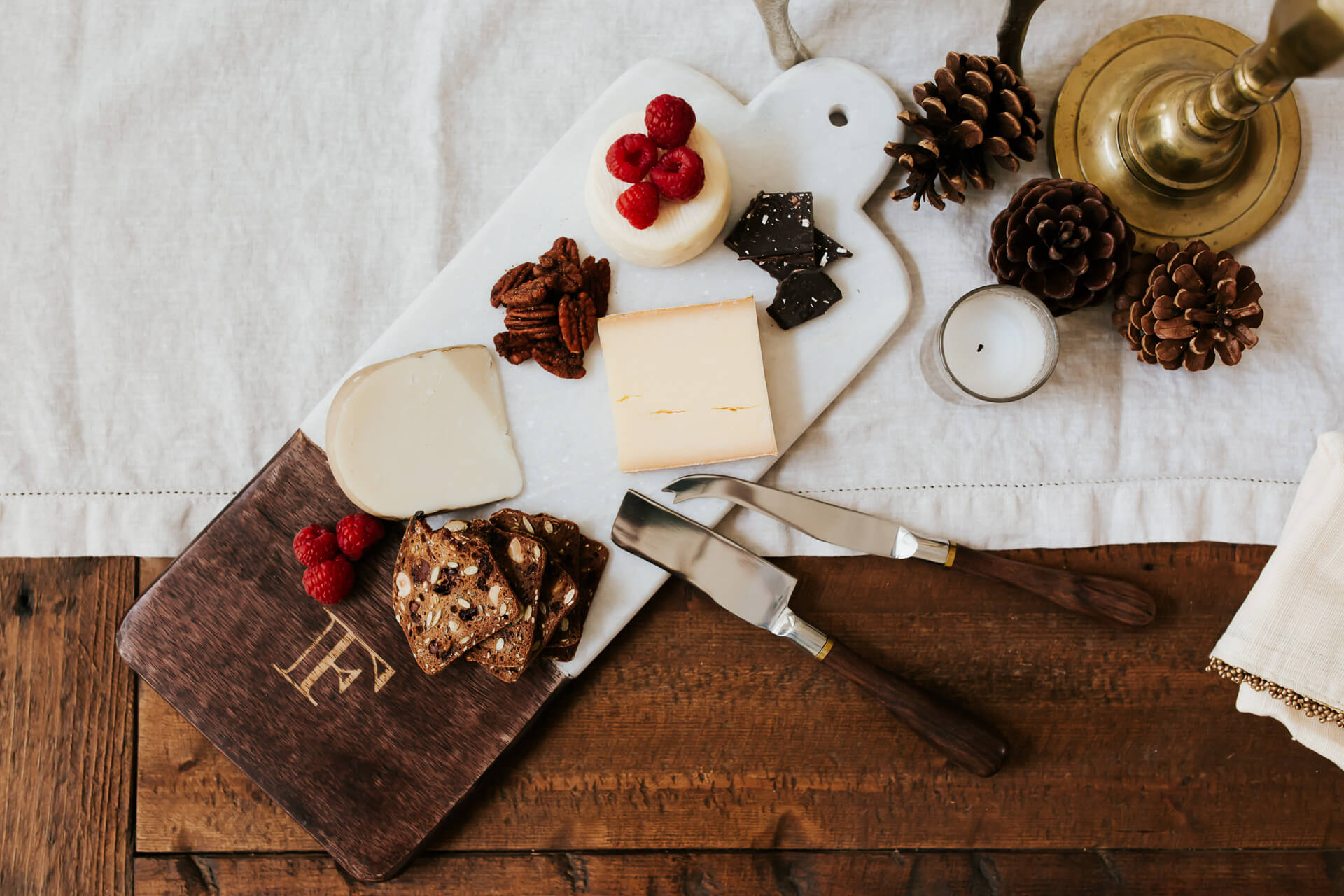 a personalized marble and wood cheese board perfect for a gift or party - M Loves M @marmar
