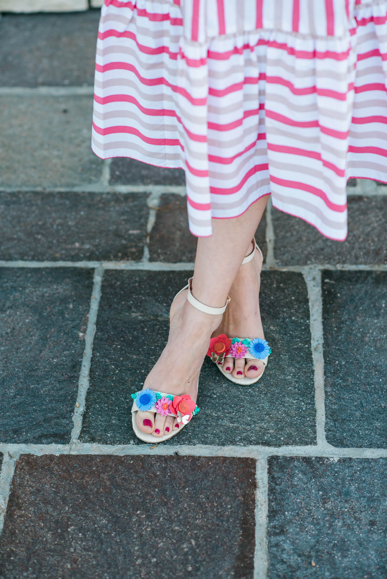 love these pretty floral applique heels from Kate Spade. So cute and would make great alternative wedding shoes - M Loves M @marmar