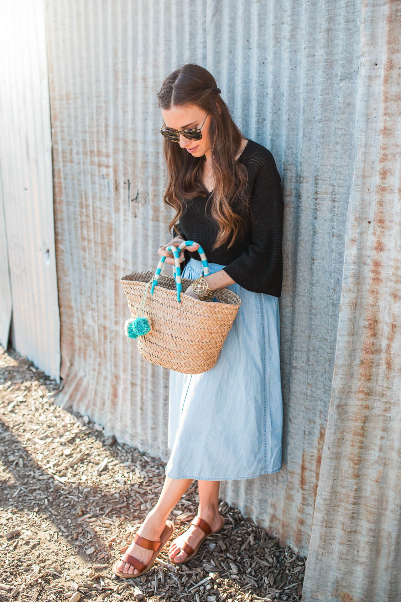 a casual but stylish way to wear a chambray midi skirt for spring