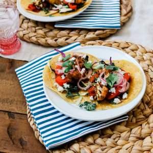 I love this easy and healthy family friendly veggie fajita recipe!