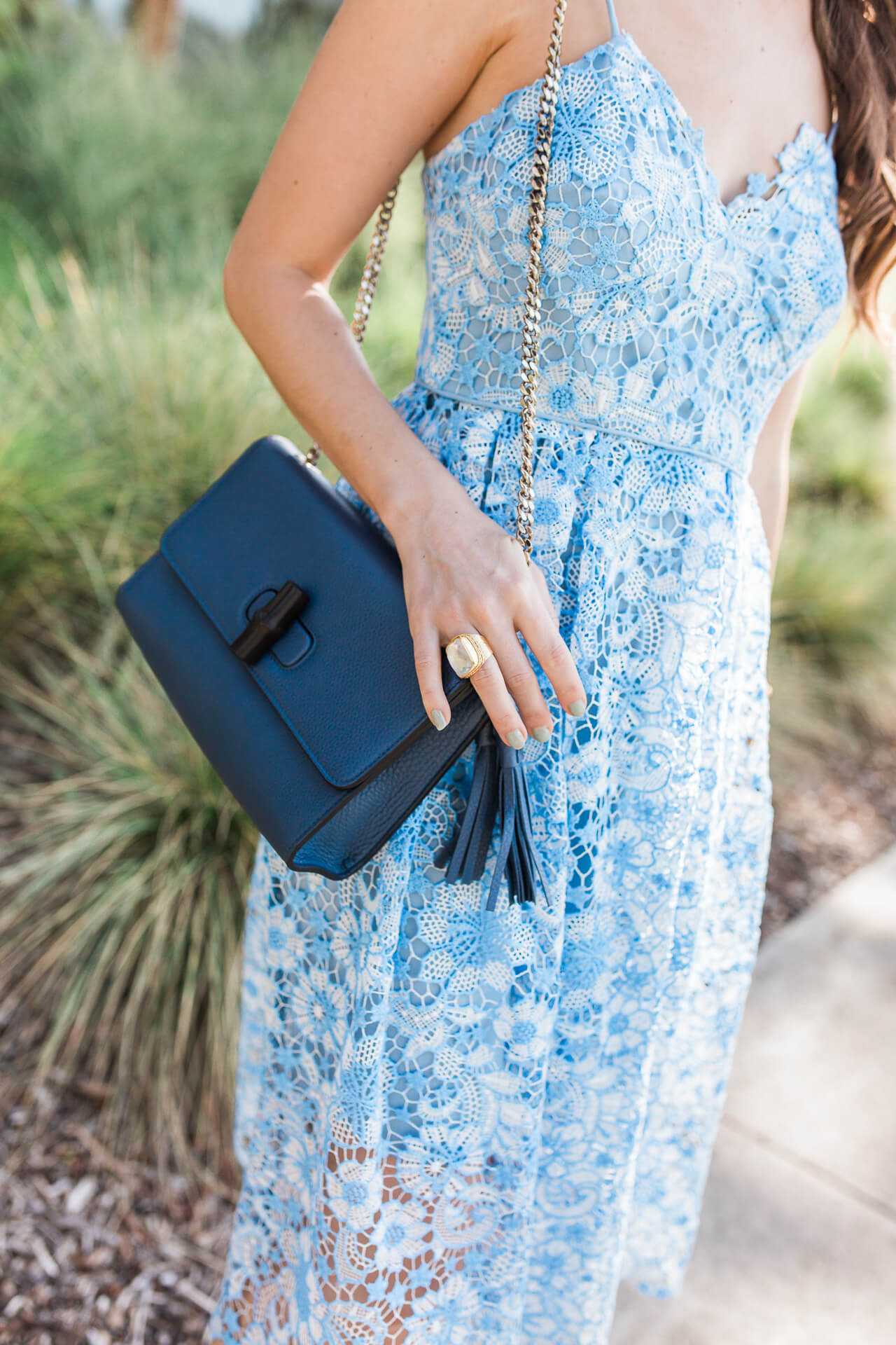 This navy blue crossbody bag is so chic! | M Loves M @marmar
