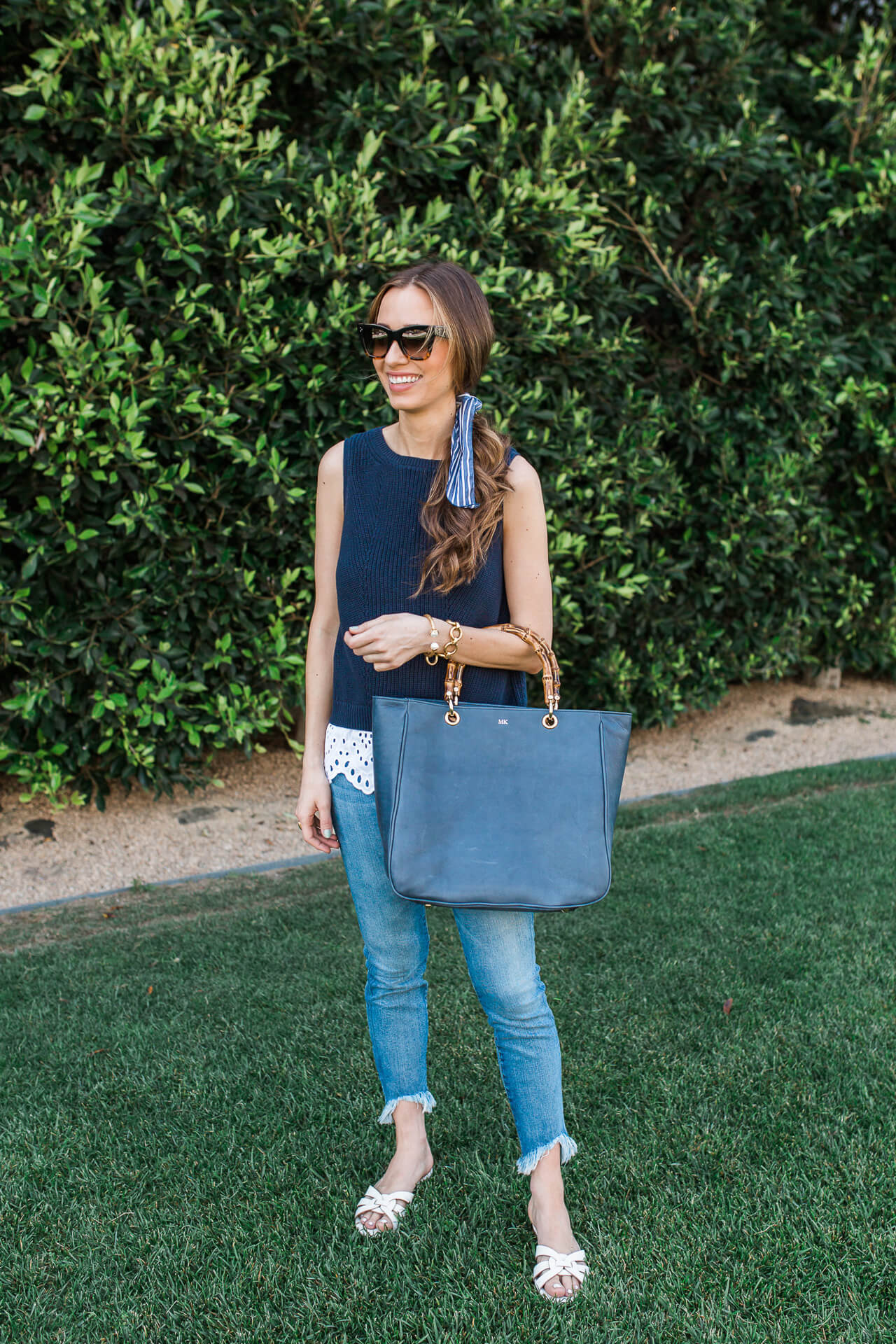 Mom style needs to be chic and comfortable at the same time! This outfit is a perfect example of this! | M Loves M @marmar