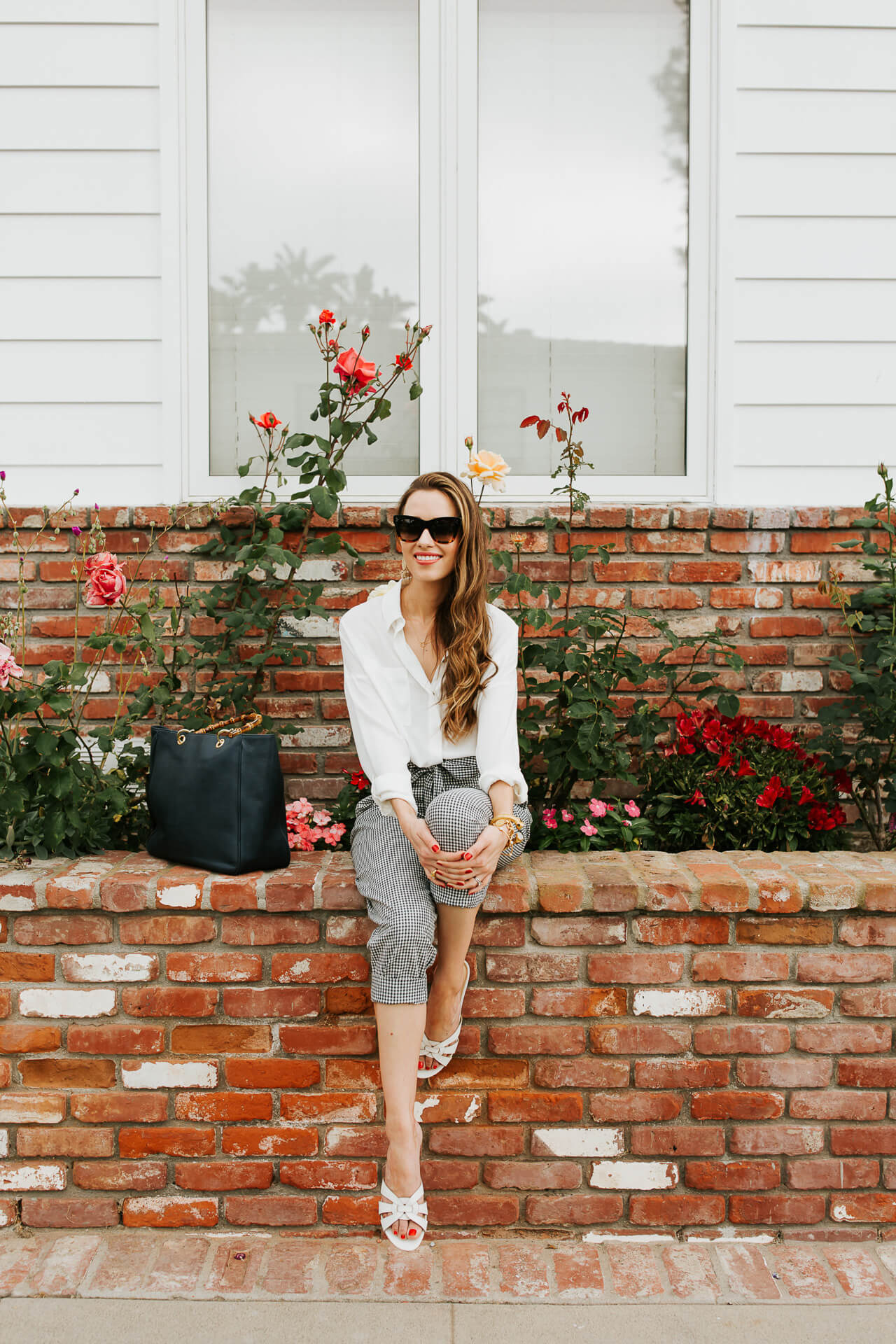 The white button down and linen pants are comfy and chic in the summer! This is definitely the new summer pant! | M Loves M @marmar