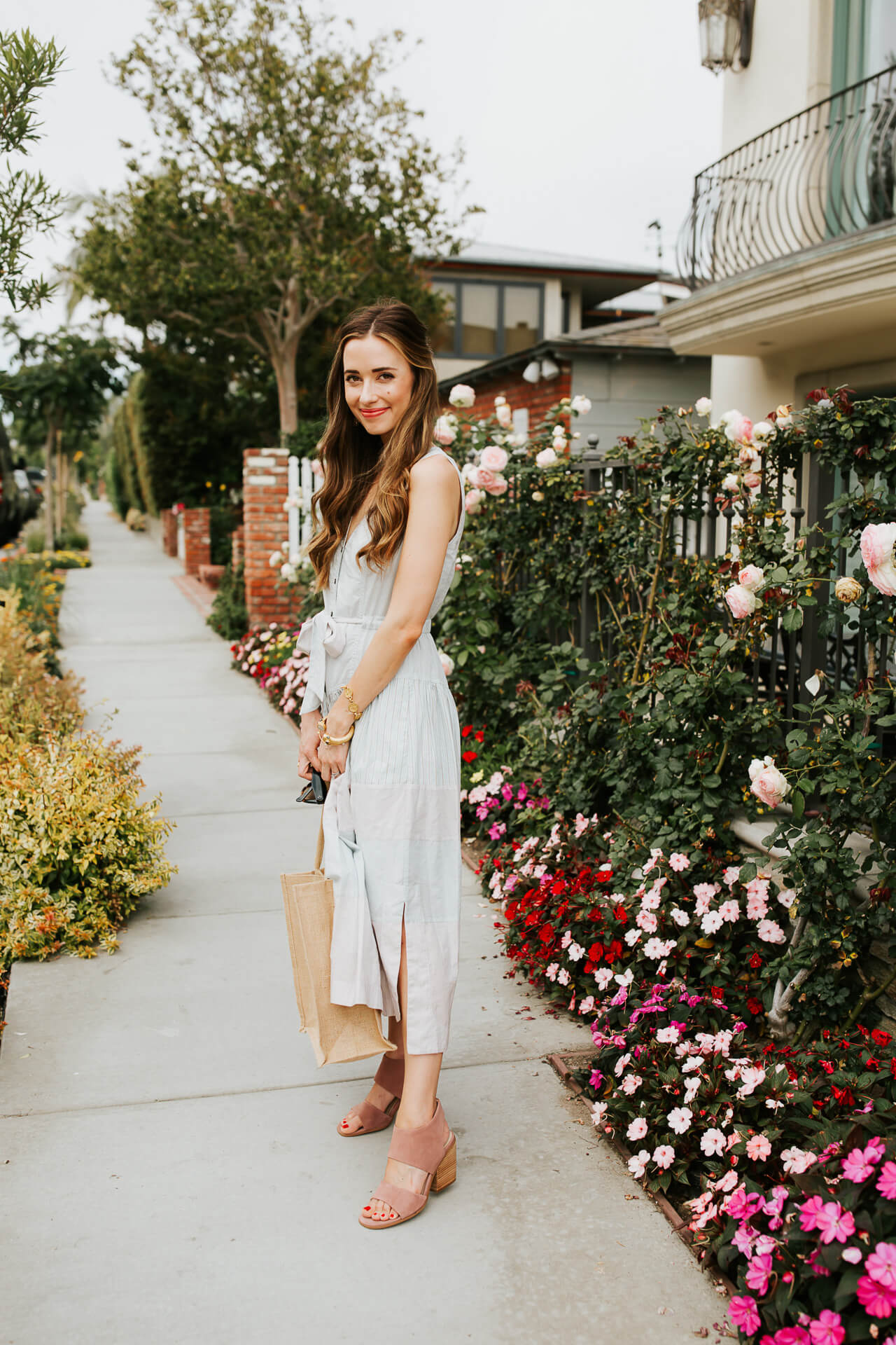 This lightweight cotton dress and pink mules combo is almost too chic! | M Loves M @marmar