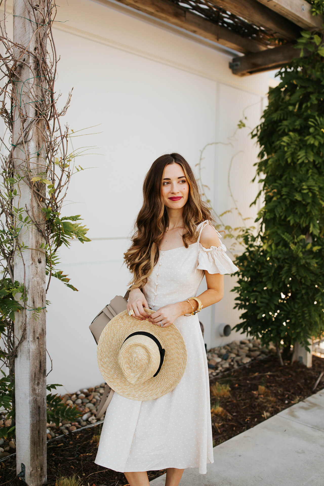 This sundress and straw hat is the perfect summer outfit! | M Loves M @marmar