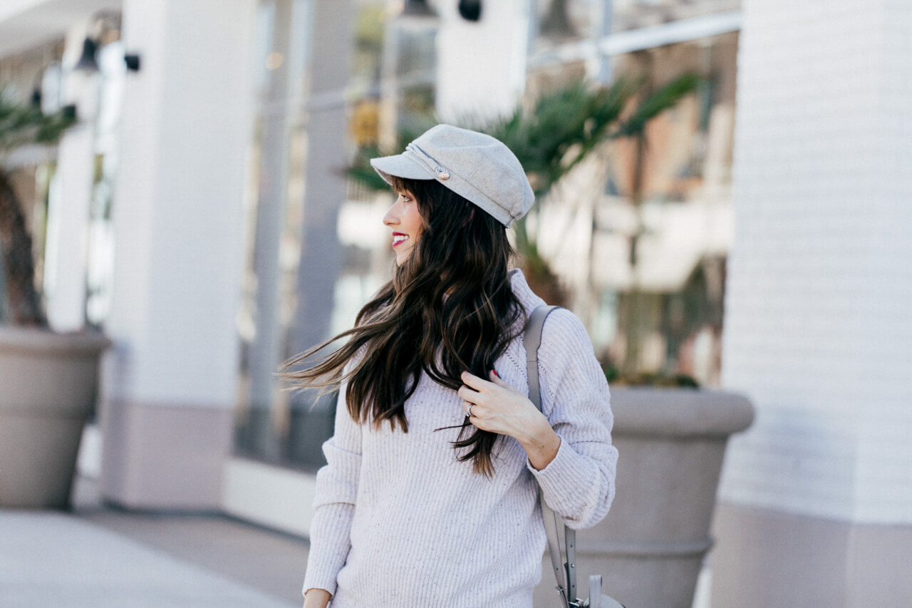I love this outfit inspired by SoCal in fall! So chic! This newsboy hat is so fun!