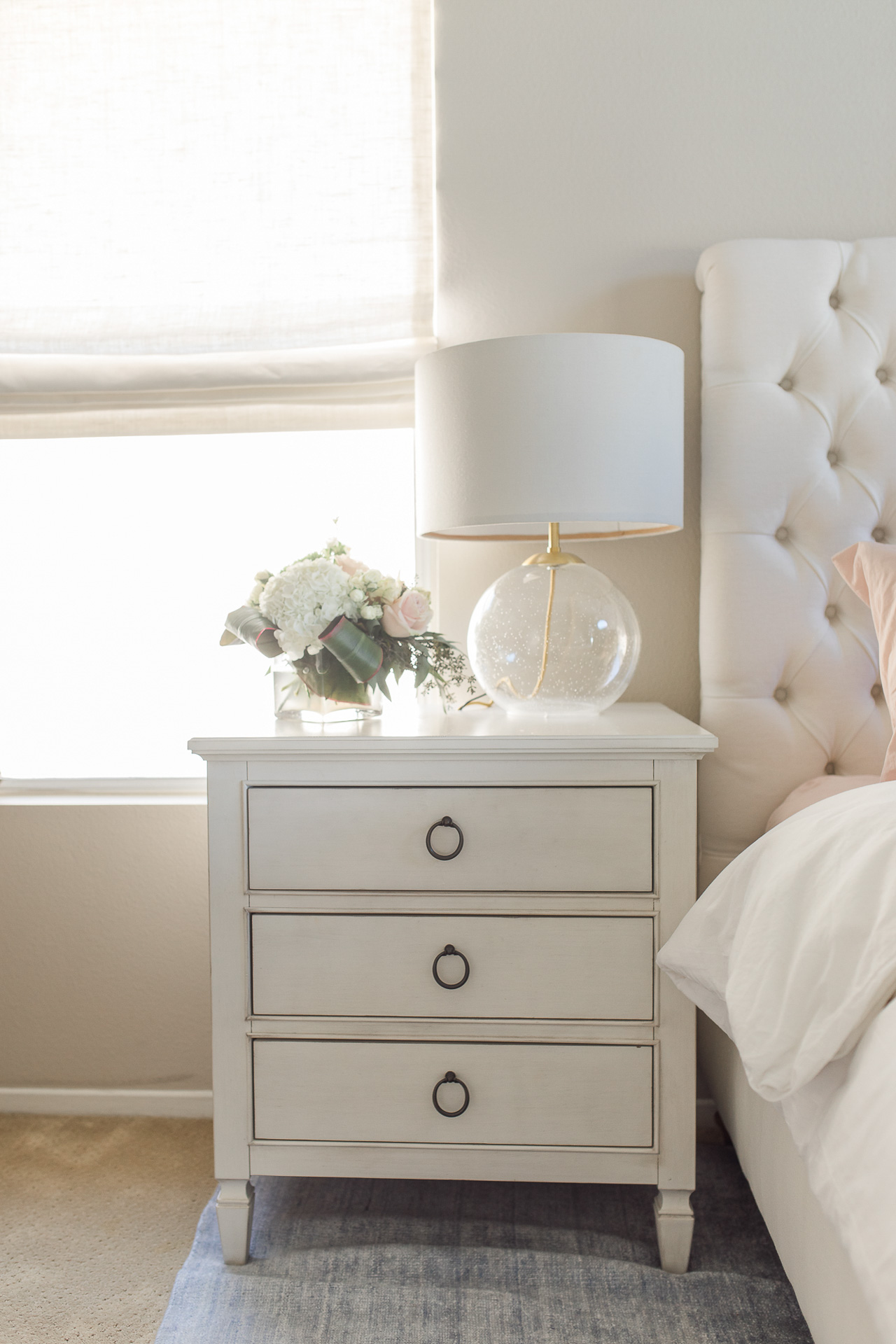 This white bedside table is so pretty! - M Loves M @marmar