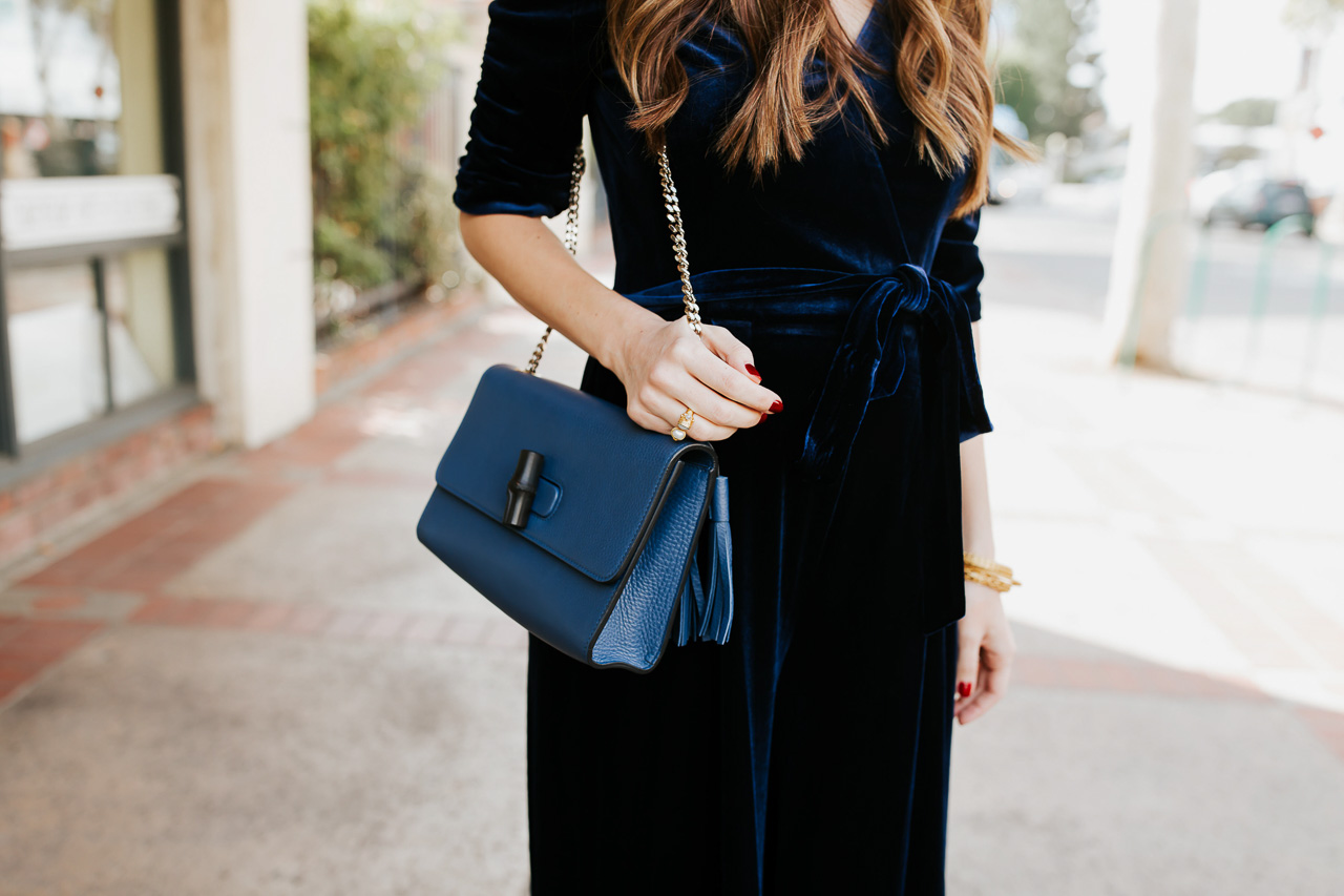 The blue crossbody bag with a chain strap is so pretty! - M Loves M @marmar