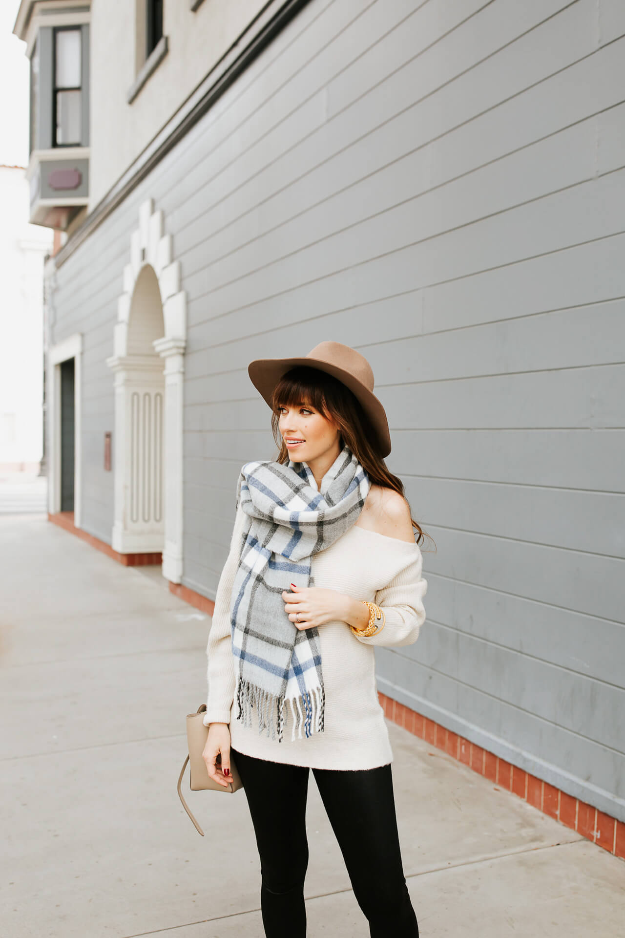 This fall outfit looks so cute with a floppy hat! - M Loves M @marmar