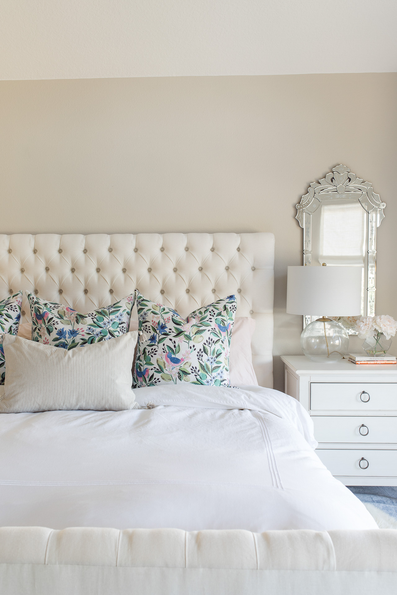 These floral pillows go so well with white bedding! - M Loves M @marmar