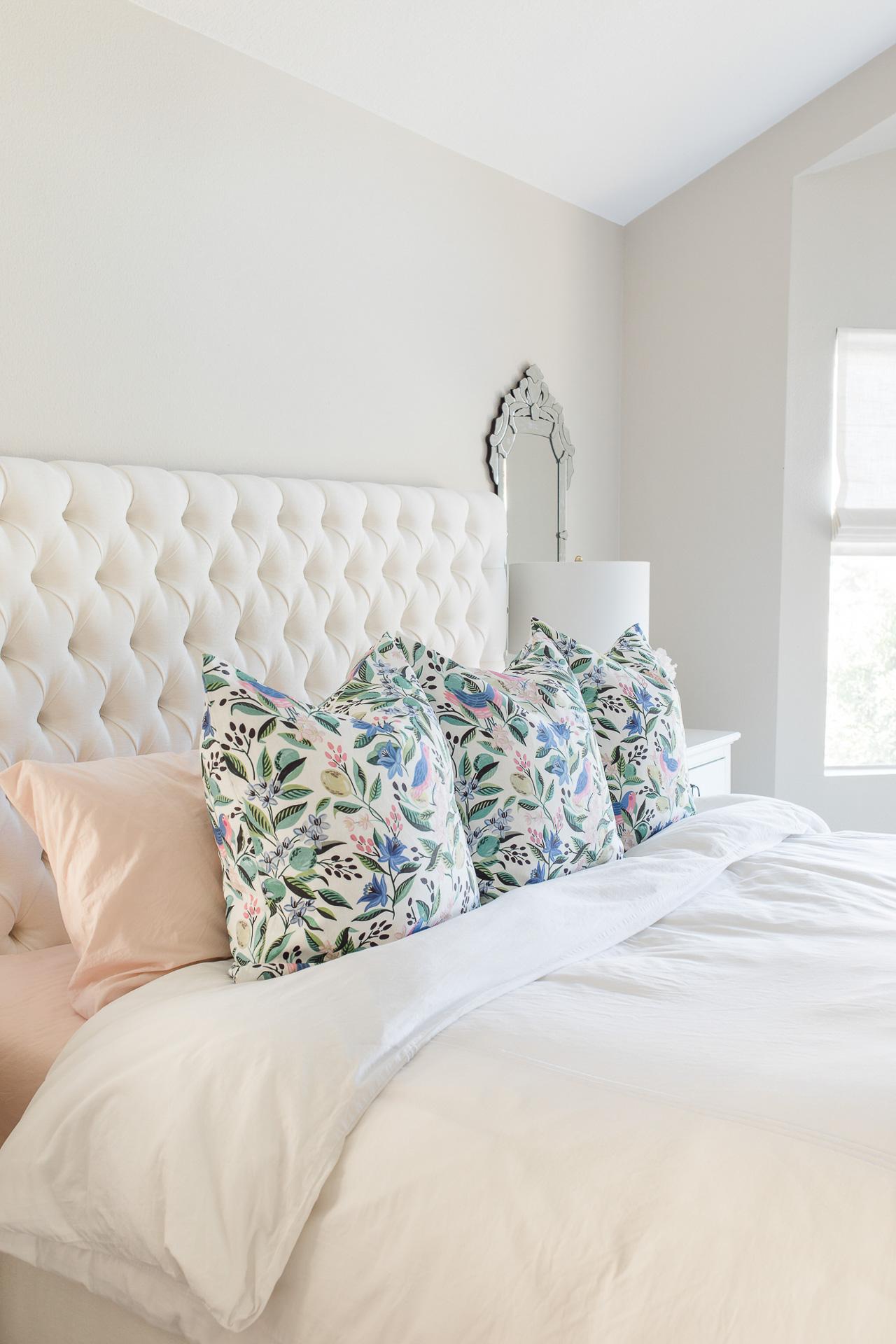I love neutral bedroom decor! - M Loves M @marmar