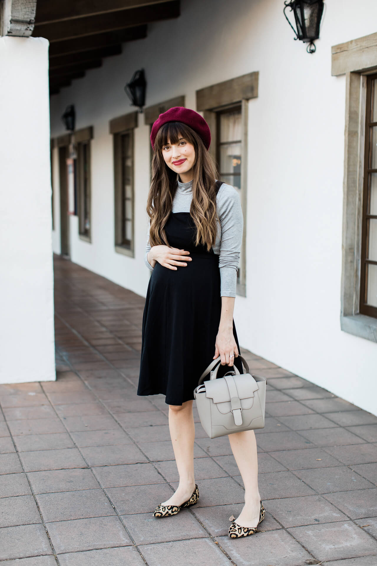 This grey structured handbag is so chic! - M Loves M @marmar