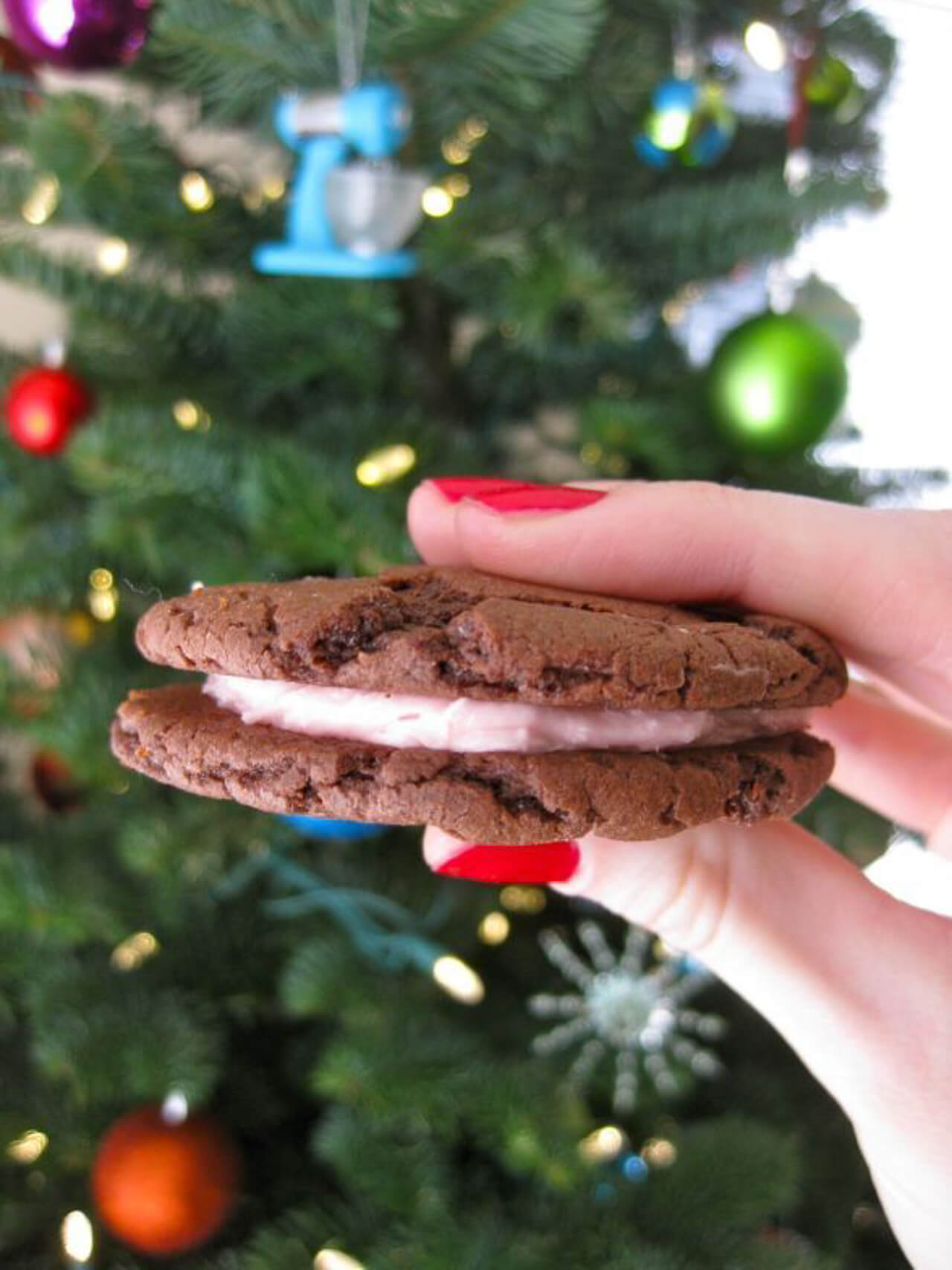 These homemade oreos are the easiest recipe! - M Loves M @marmar