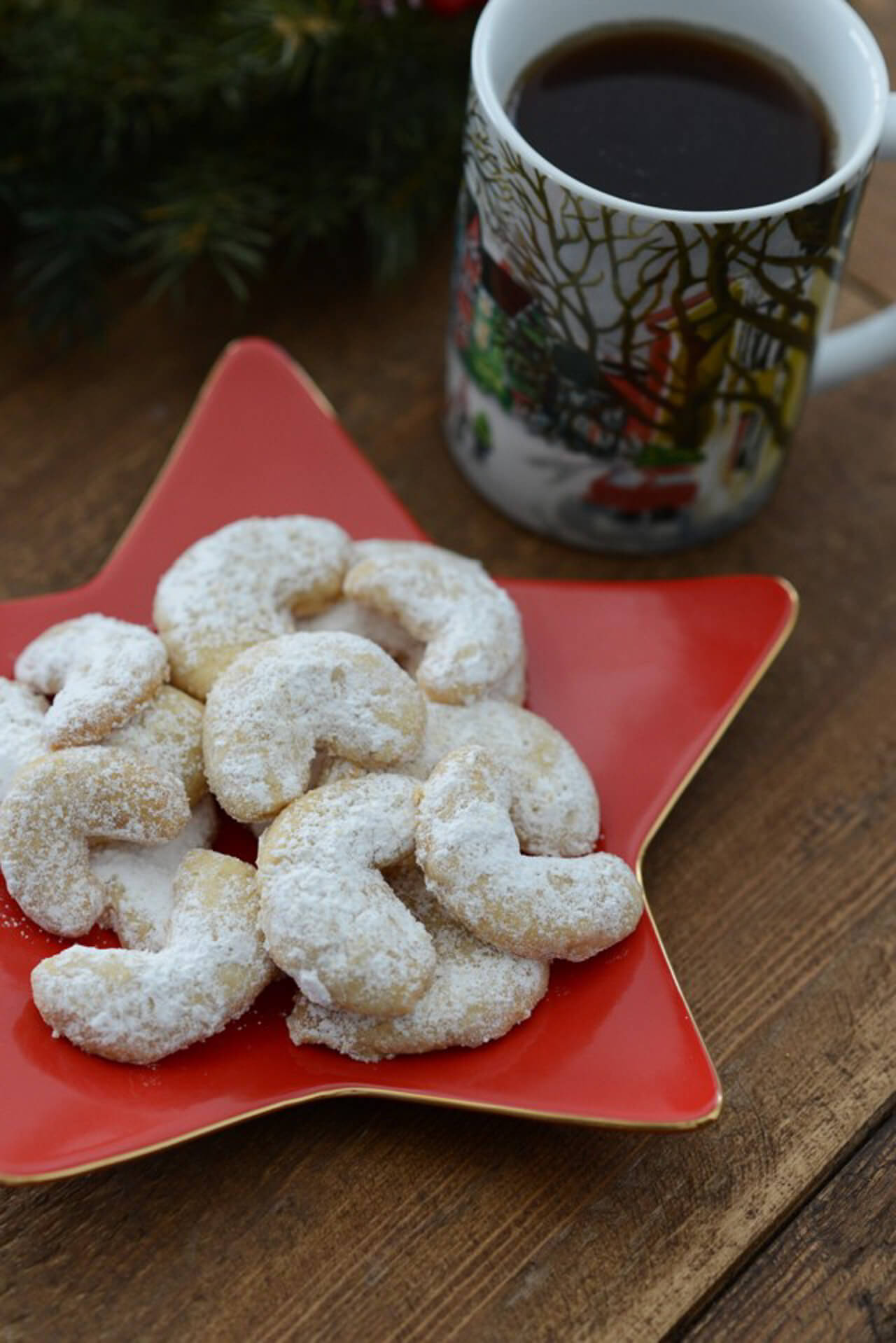 These walnut crescents cookie recipe are too tasty! - M Loves M @marmar