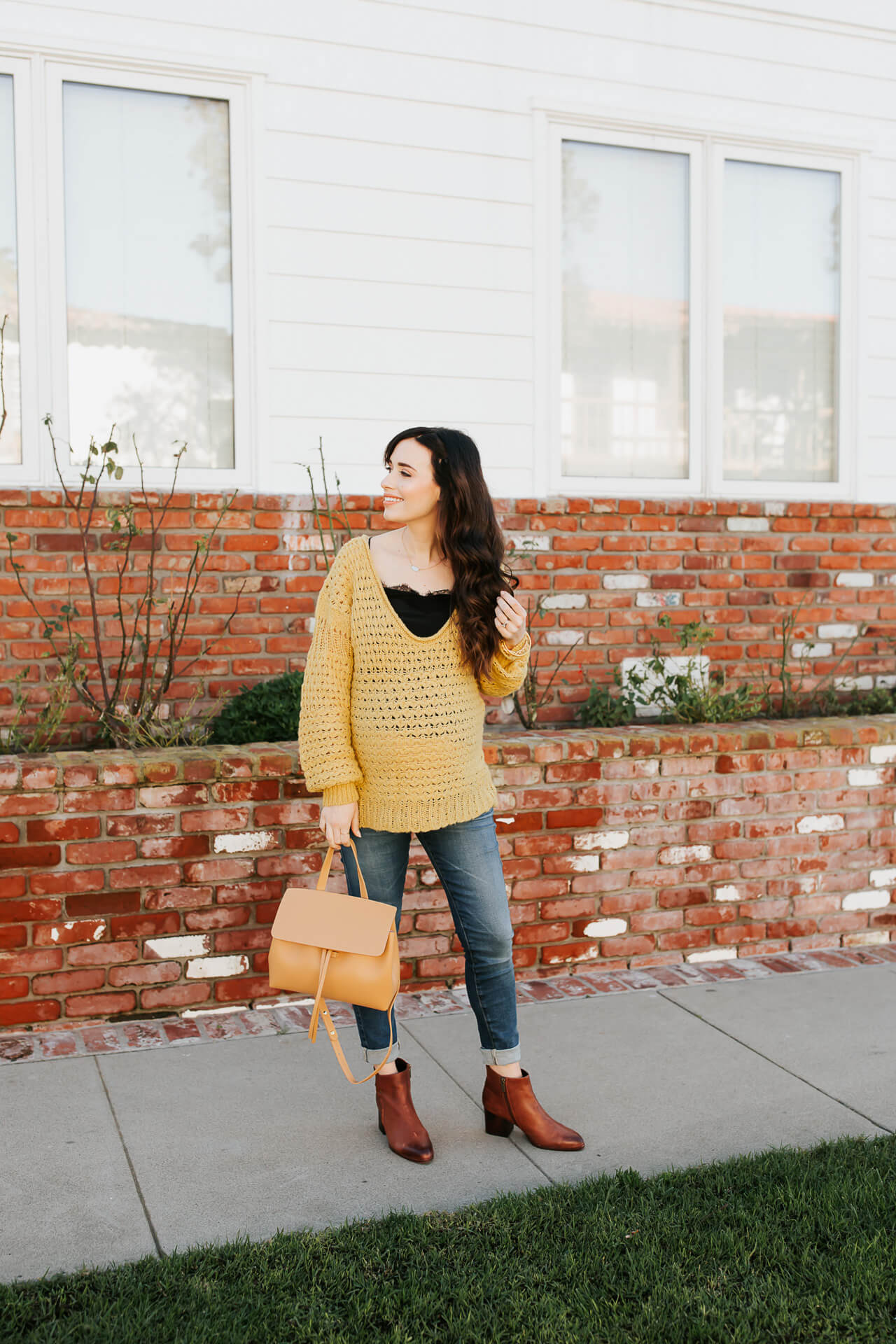 This easy winter maternity outfit is so comfy! - M Loves M @marmar