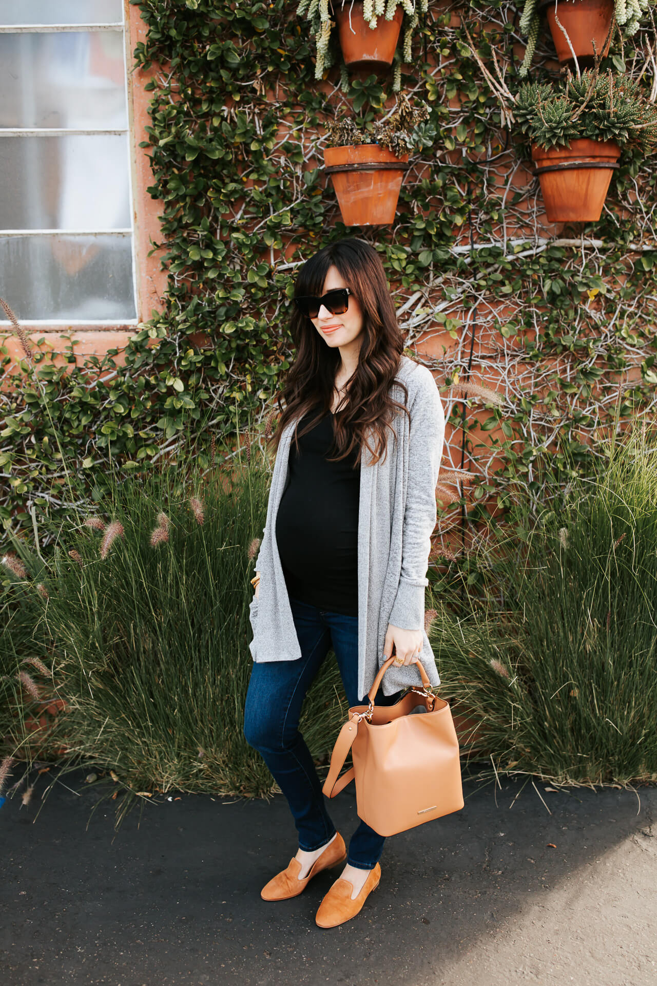 Love this fashion blogger maternity outfit! - M Loves M @marmar