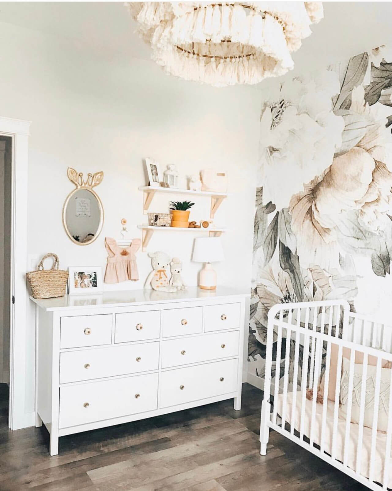 Baby Girl Nursery Decor Pretty baby girl nursery decor! - M Loves M @marmar