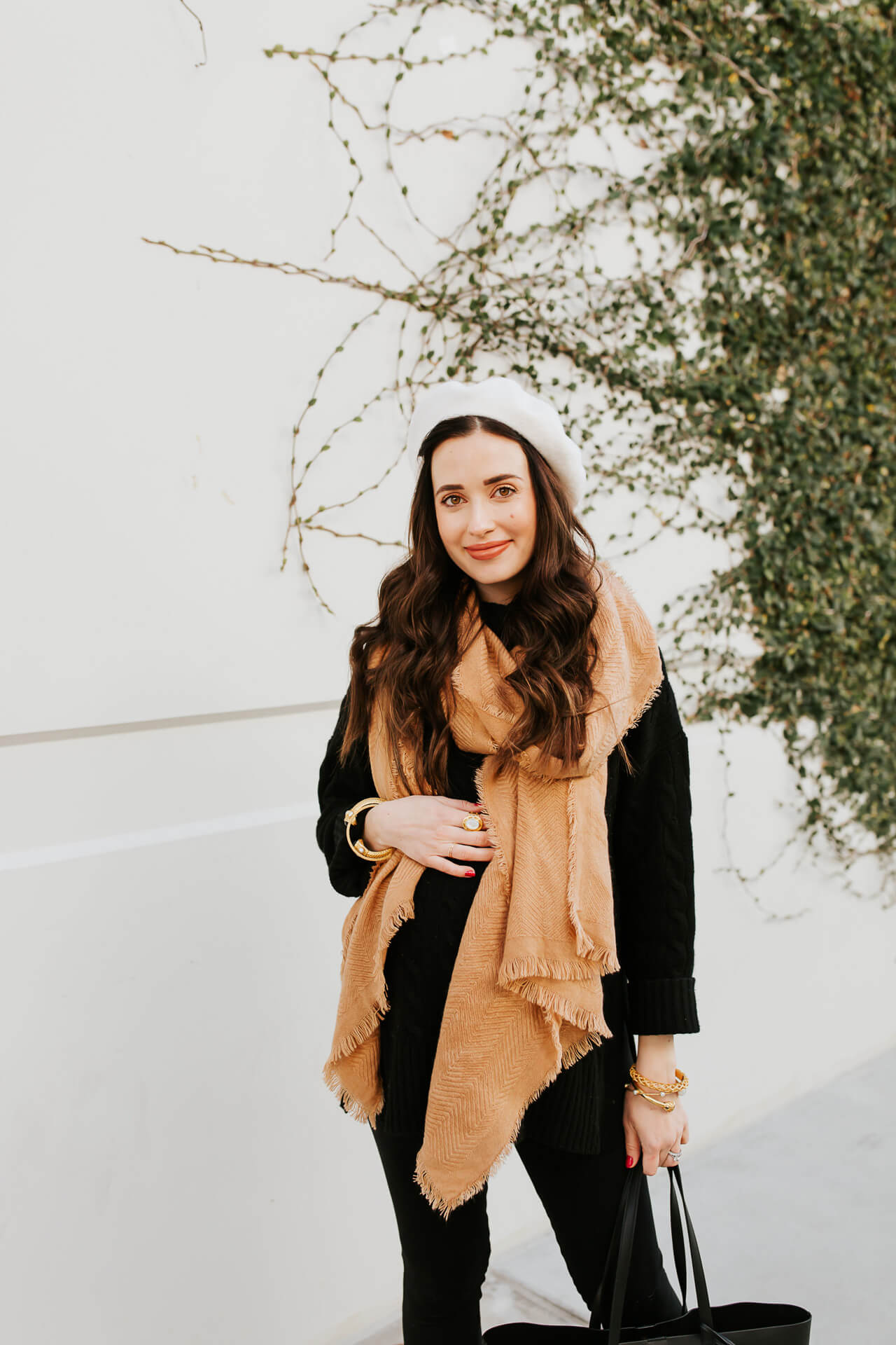 I love this easy winter maternity outfit! - M Loves M @marmar
