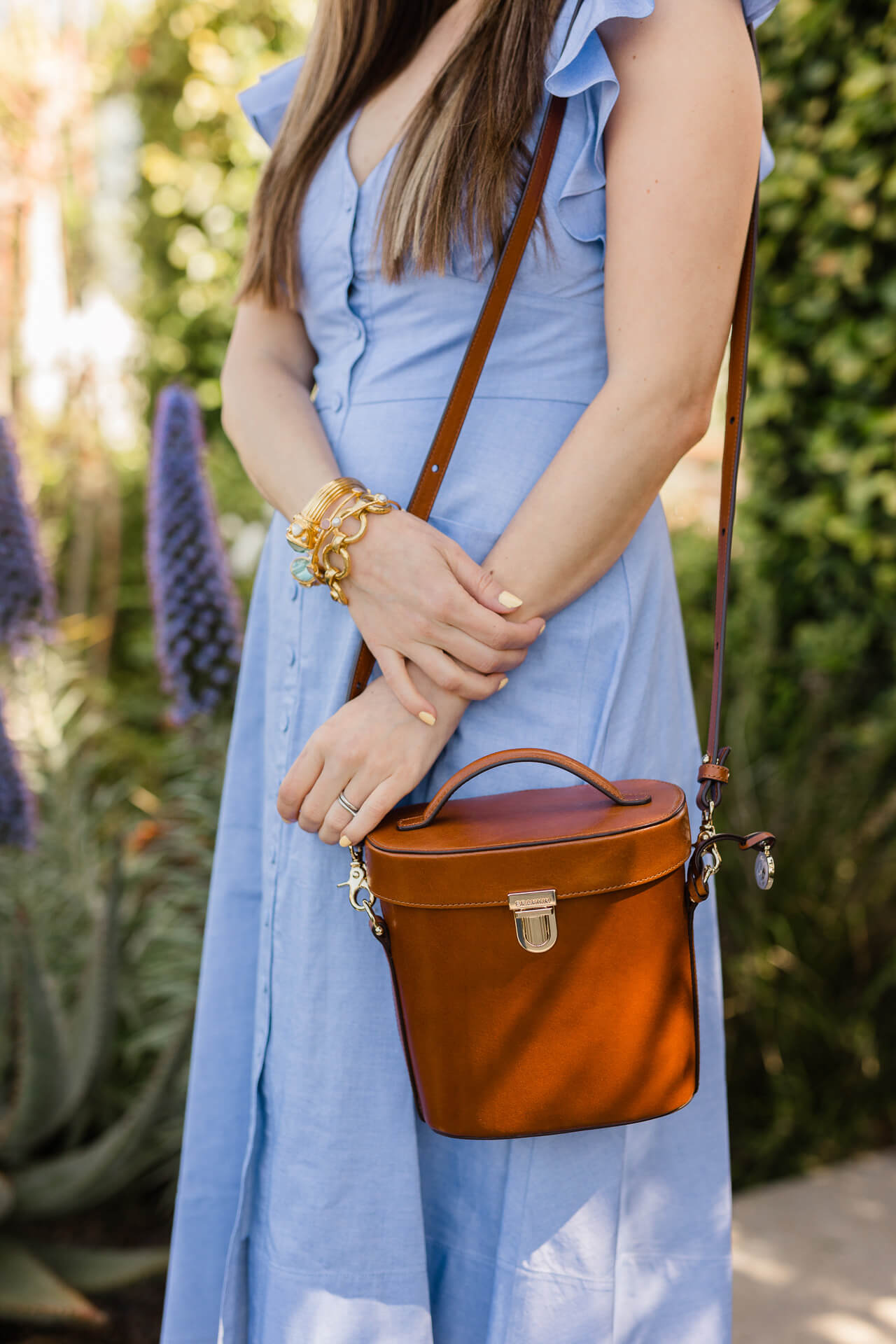 Love this brown leather bucket bag! - M Loves M @marmar