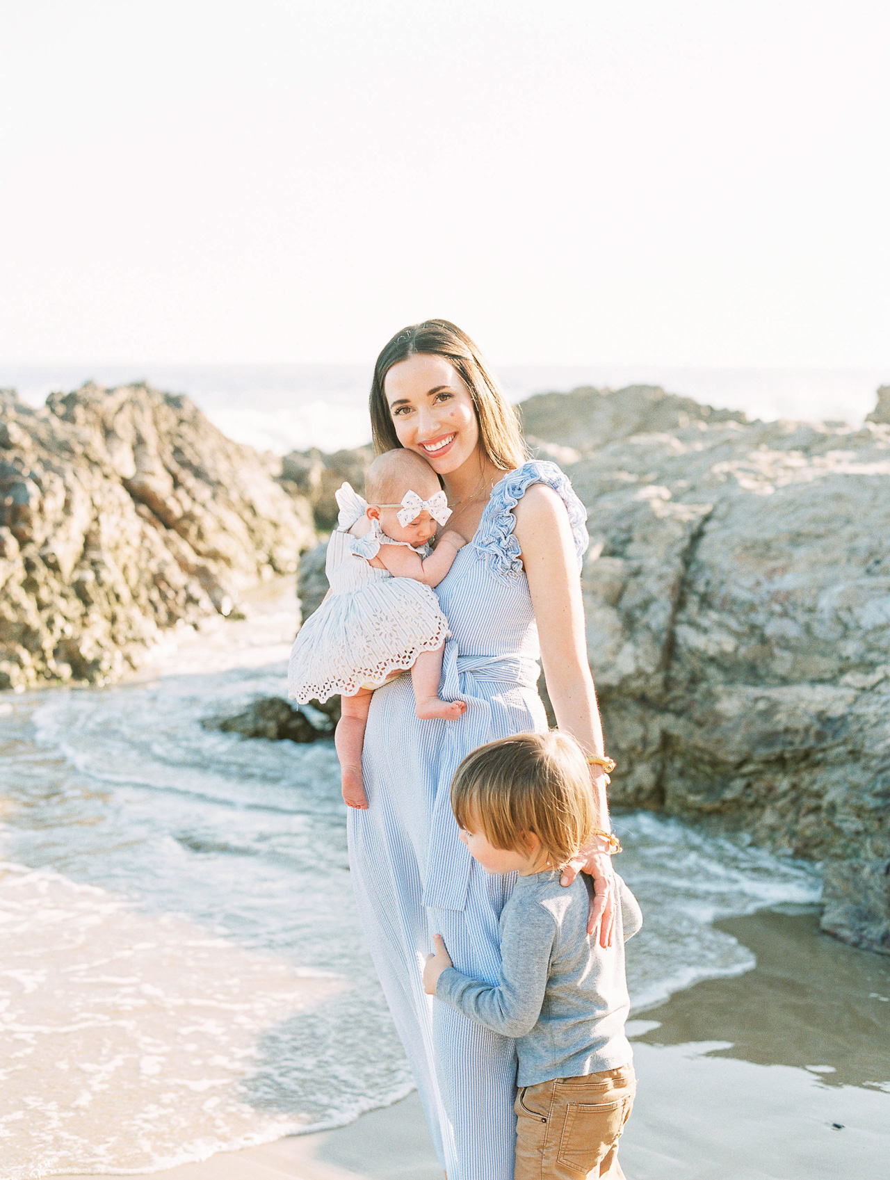 A newborn photo shoot at the beach! - M Loves M