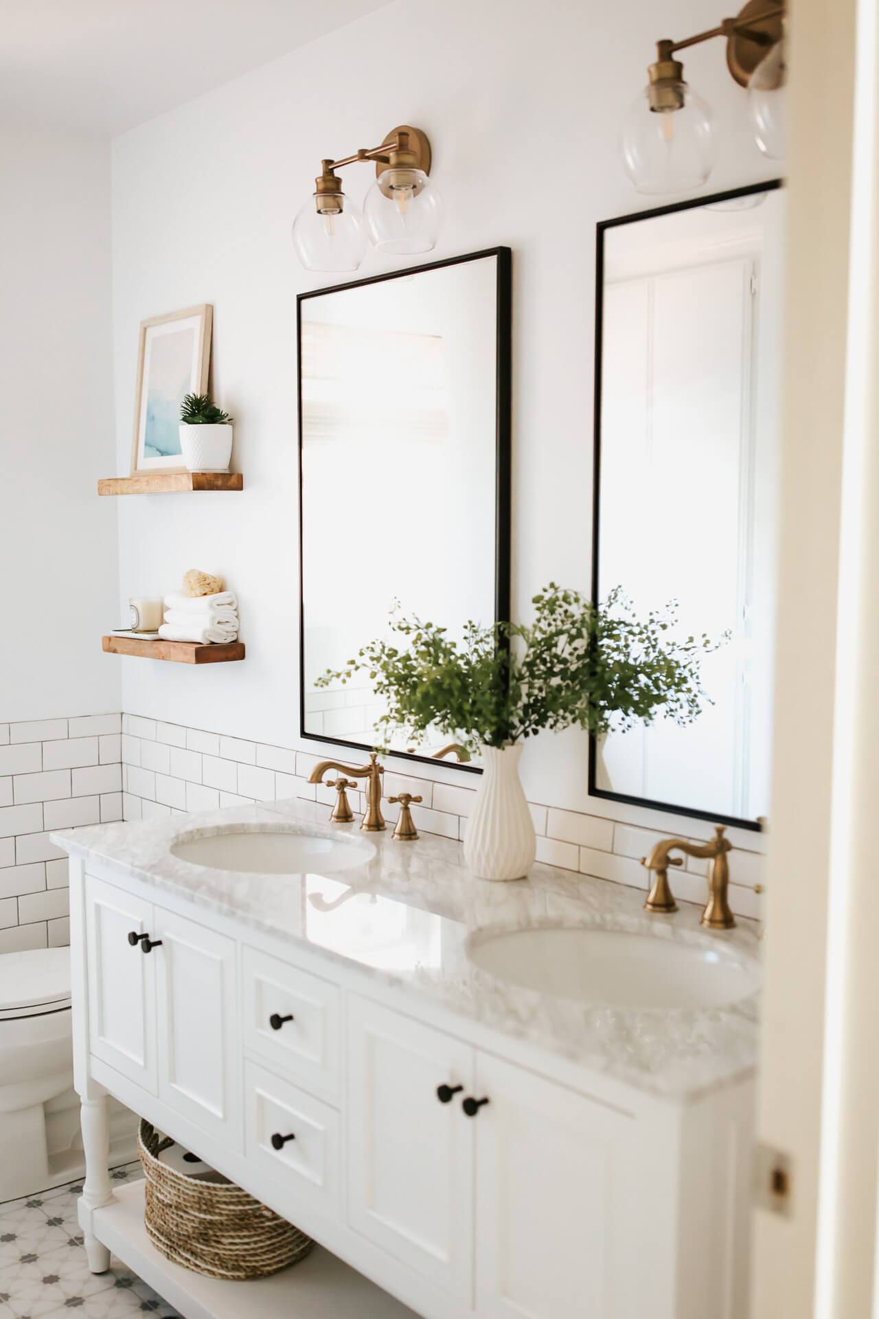 Love this white bathroom design! - M Loves M @marmar