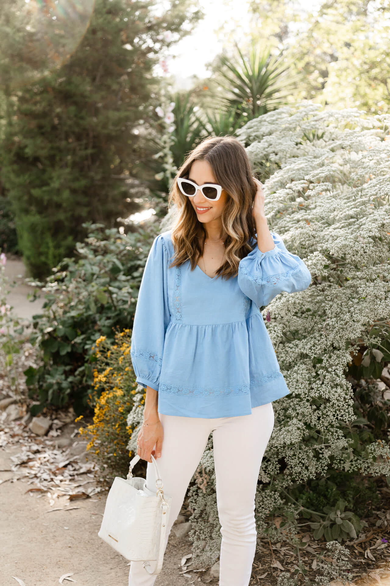 Love this pretty blue and white summer outfit! - M Loves M @marmar