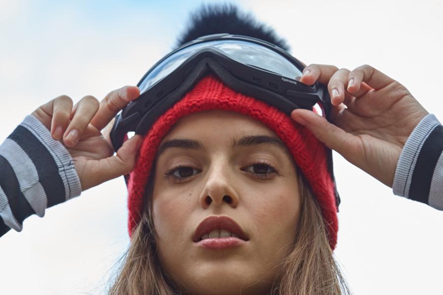 Apres ski hat and goggles