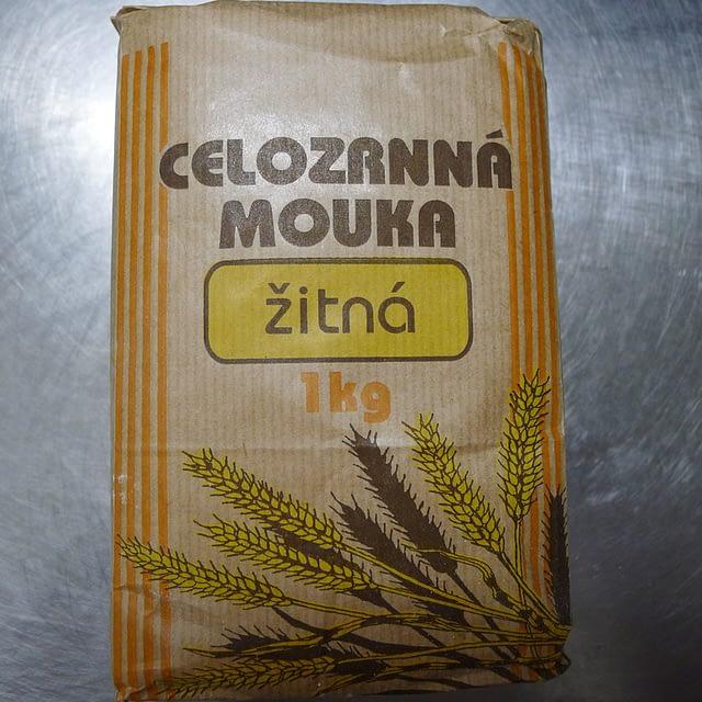 Celozrnná žitná mouka
