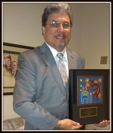 Rep. Luis Moscoso with 2013 Golden Door award.